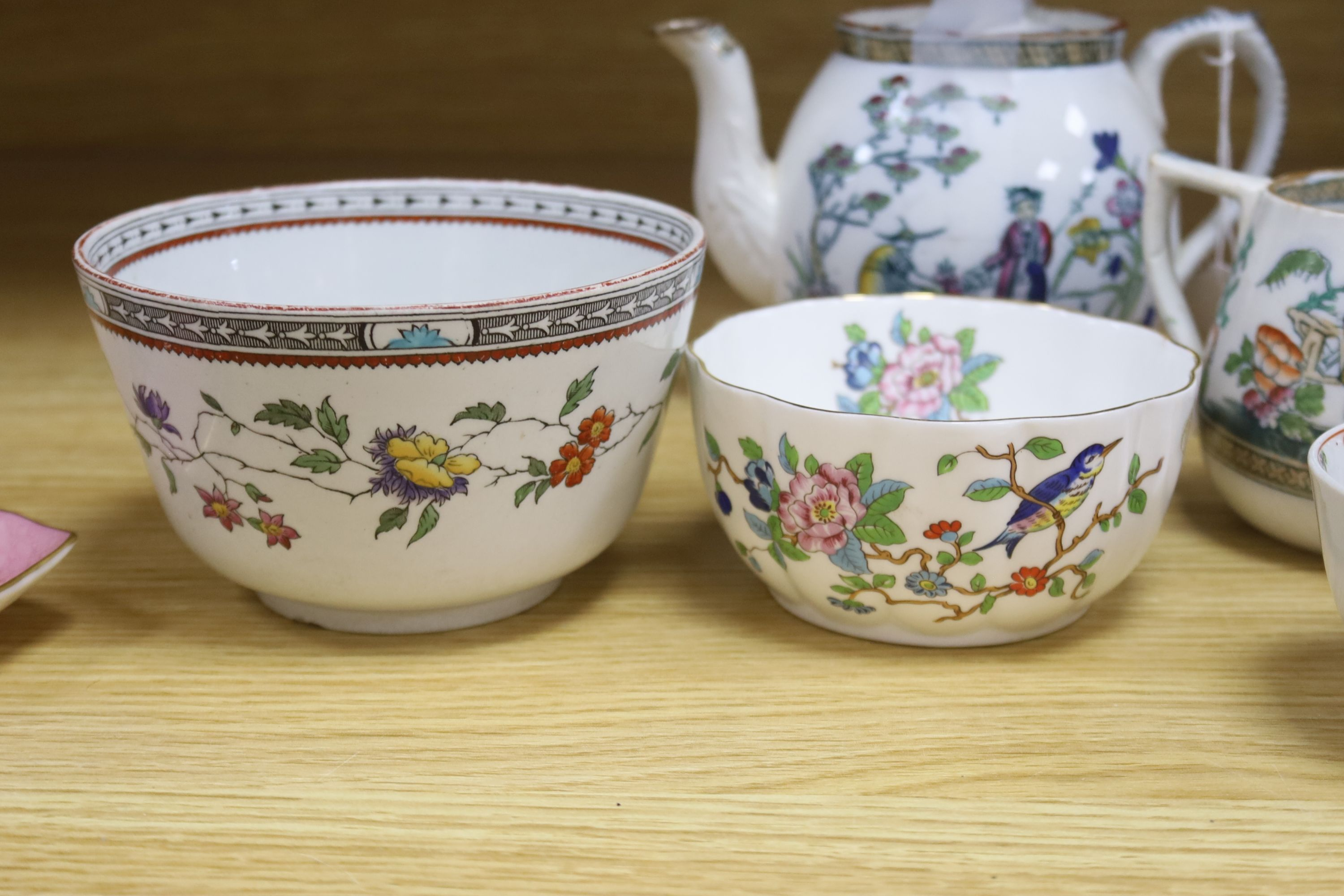 A small collection of English and Continental ceramics, including two 18th century tea bowlswith - Bild 4 aus 8