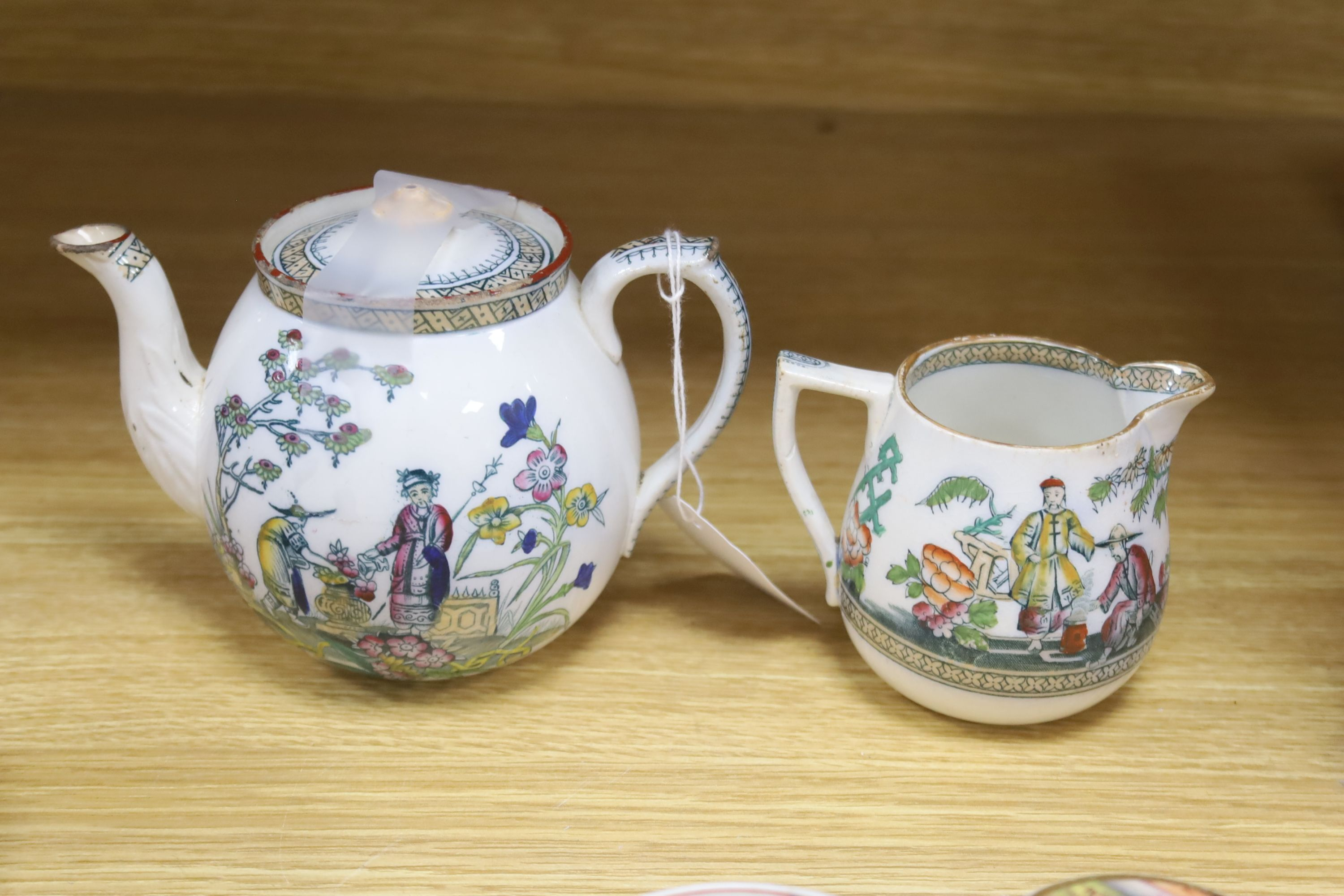 A small collection of English and Continental ceramics, including two 18th century tea bowlswith - Bild 6 aus 8