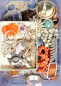 Mixed jewellery including 9ct gold bar brooch, white metal jewellery, coral choker necklace etc.