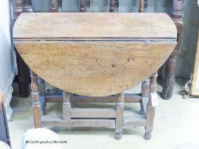 An 18th century walnut gateleg table, W.90cm D.38cm H.72cm