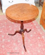 A George III oak circular topped wine table, Diam.51cm H.68cm