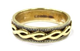 A 9CT WHITE AND YELLOW GOLD FANCY WEDDING RING The intertwined yellow gold centre to white gold