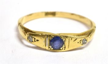 AN EARLY 20TH CENTURY SMALL BLUE SAPPHIRE AND DIAMOND SET 18CT GOLD RING The boat shaped head to