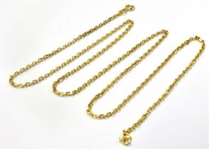 A CURB LINK YELLOW METAL CHAIN Tagged 750, 57.5 cm long and weighing 9.3 grams