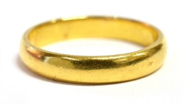 A 22CT GOLD BAND RING Hallmarked for Birmingham 1902, ring size K ½ weight approx. 3.3 grams