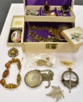 A COLLECTION OF VINTAGE JEWELLERY comprising a small 9ct gold sapphire and white stone bow brooch (
