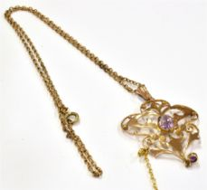 AN EDWARDIAN 9CT GOLD AMETHYST PENDANT NECKLACE the pendant of openwork design and set with two