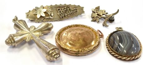 A SMALL COLLECTION OF LATE VICTORIAN JEWELLERY comprising a 9ct gold back and front circular