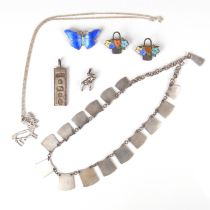 Collection of silver jewellery.