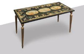Tavolino con piano in scagliola, XX secolo.