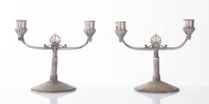 WMF - Germany, Inizio del XX secolo, Coppia di candelabri in peltro argentato.