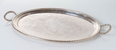 Italia - XX secolo, Vassoio ovale a due manici in argento con bordo San Marco.