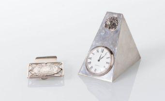 Italia - XX secolo, Lotto composto da orologio da tavolo al quarzo e ferma-soldi in argento.