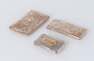 Italia - XX secolo, Lotto composto da tre scatoline in argento.