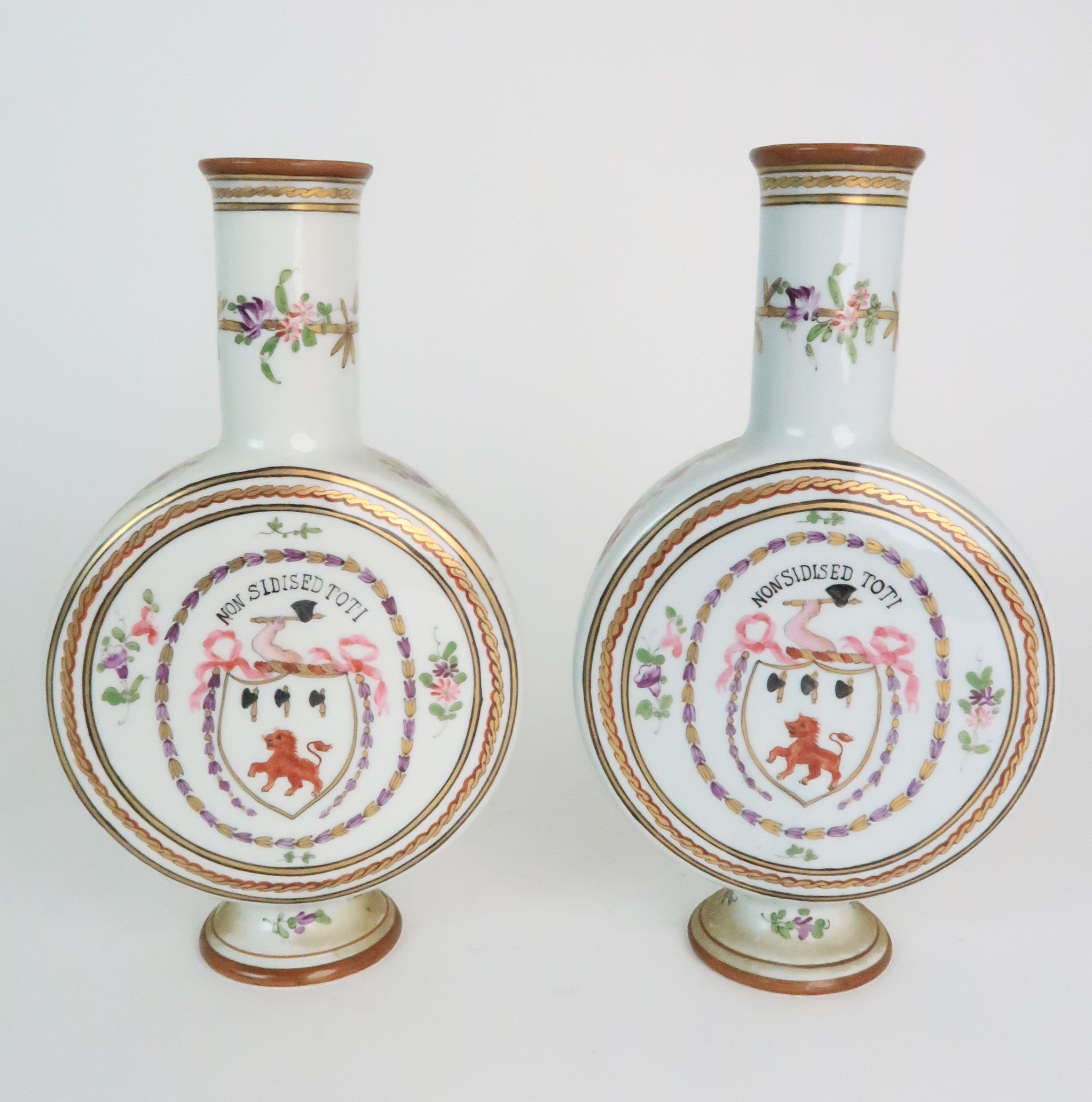 A PAIR OF CONTINENTAL PORCELAIN URNS each decorated with strings of flowers and gilt dot and dash - Image 14 of 16