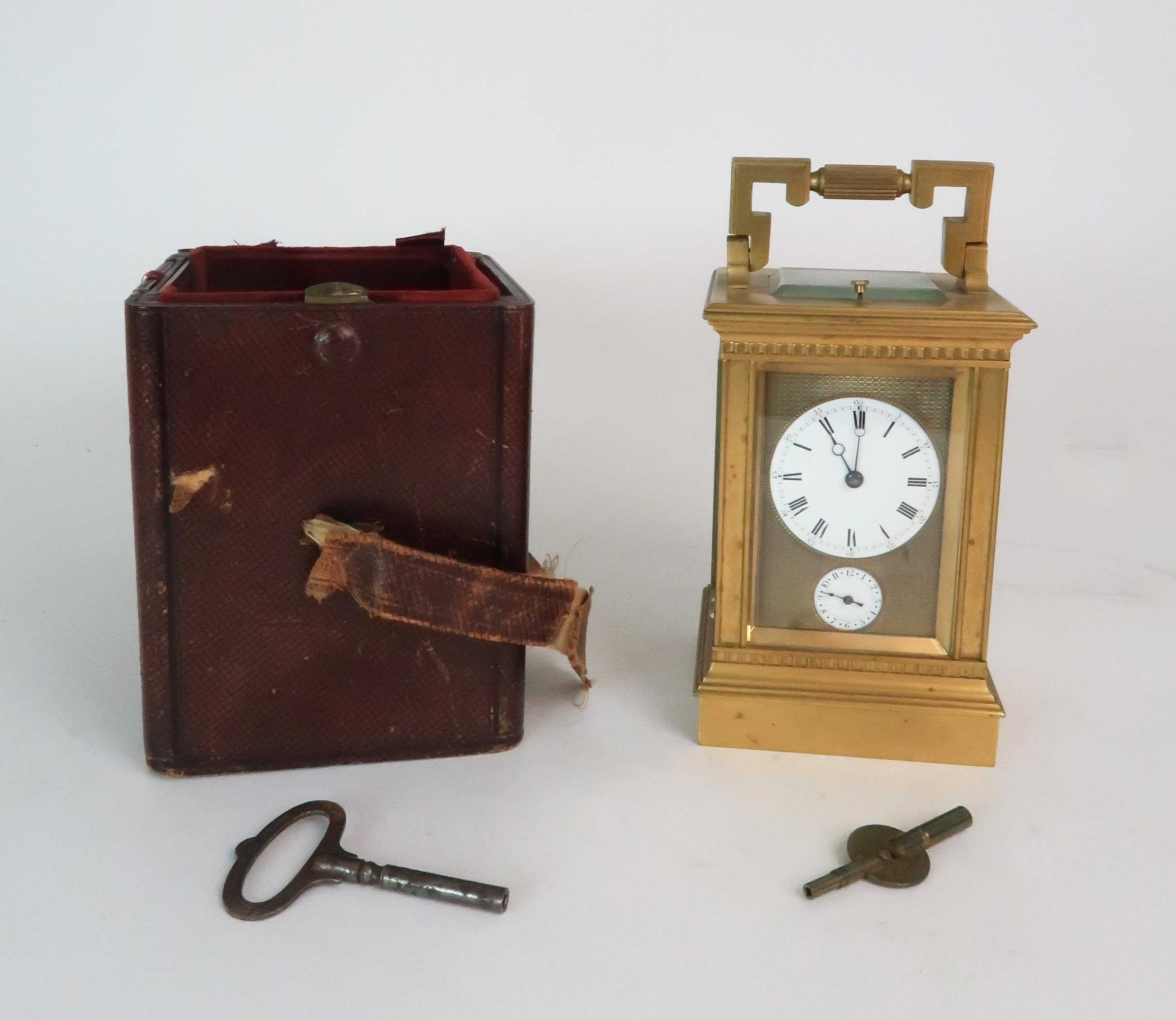 A FRENCH BRASS AND GLASS REPEATER CARRIAGE CLOCK the enamel dial with Roman numerals, with - Image 8 of 8