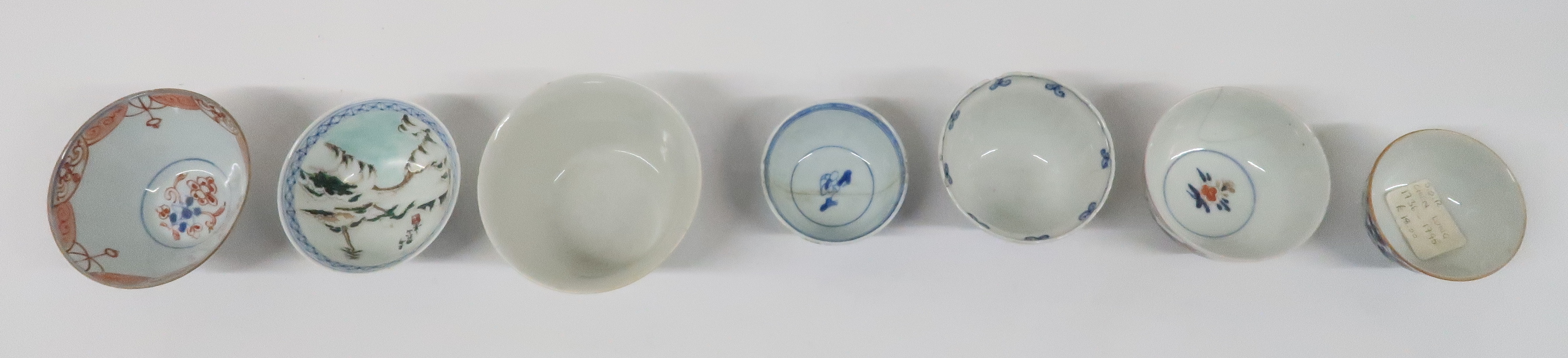 A COLLECTION OF CHINESE EXPORT TEAWARES and others including famille rose, Chien Lung, blue and - Image 4 of 22