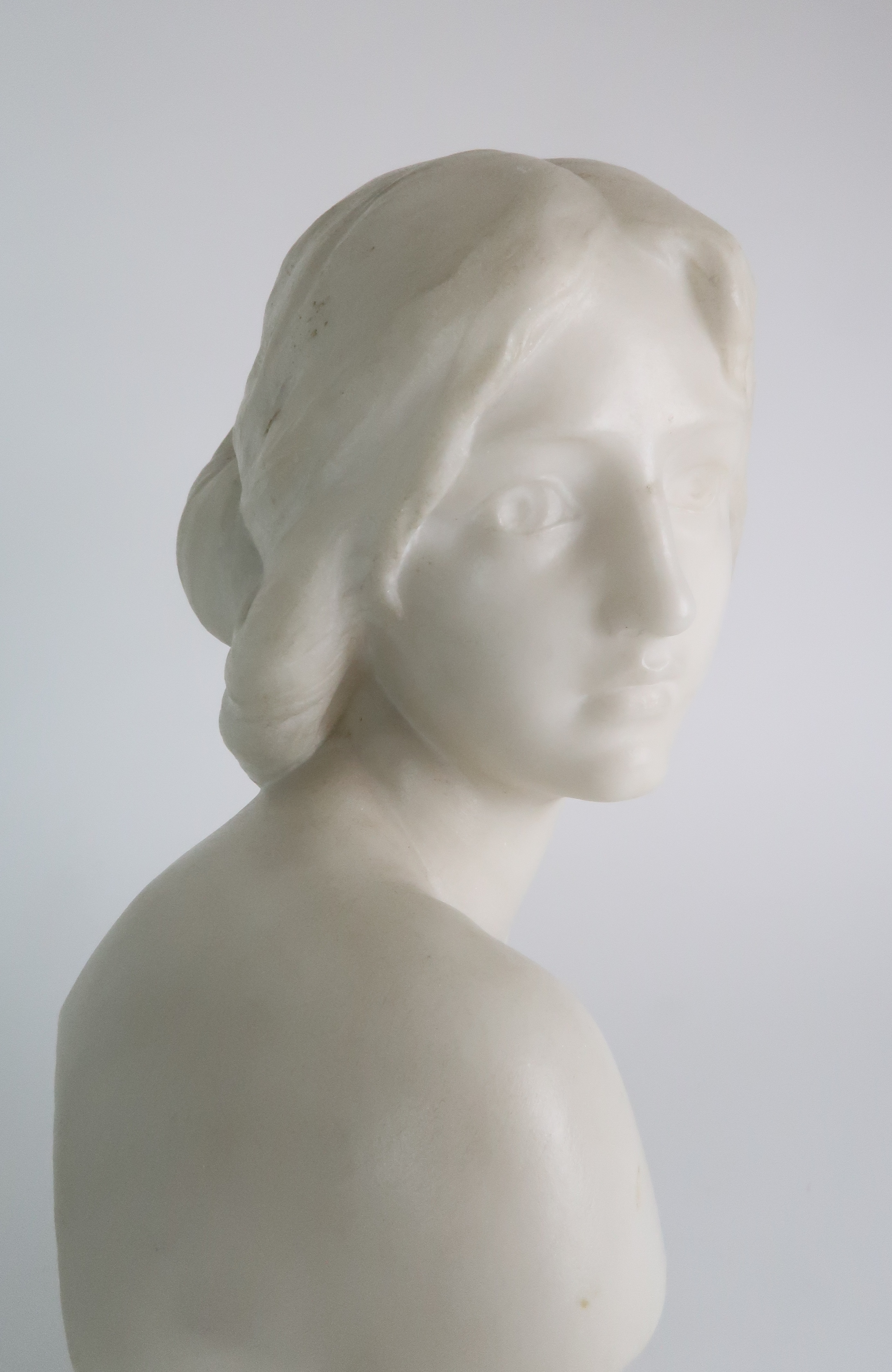 AN ALABASTER BUST OF A YOUNG WOMAN upon pedestal base, 39cm high Condition Report: Available upon - Image 6 of 6