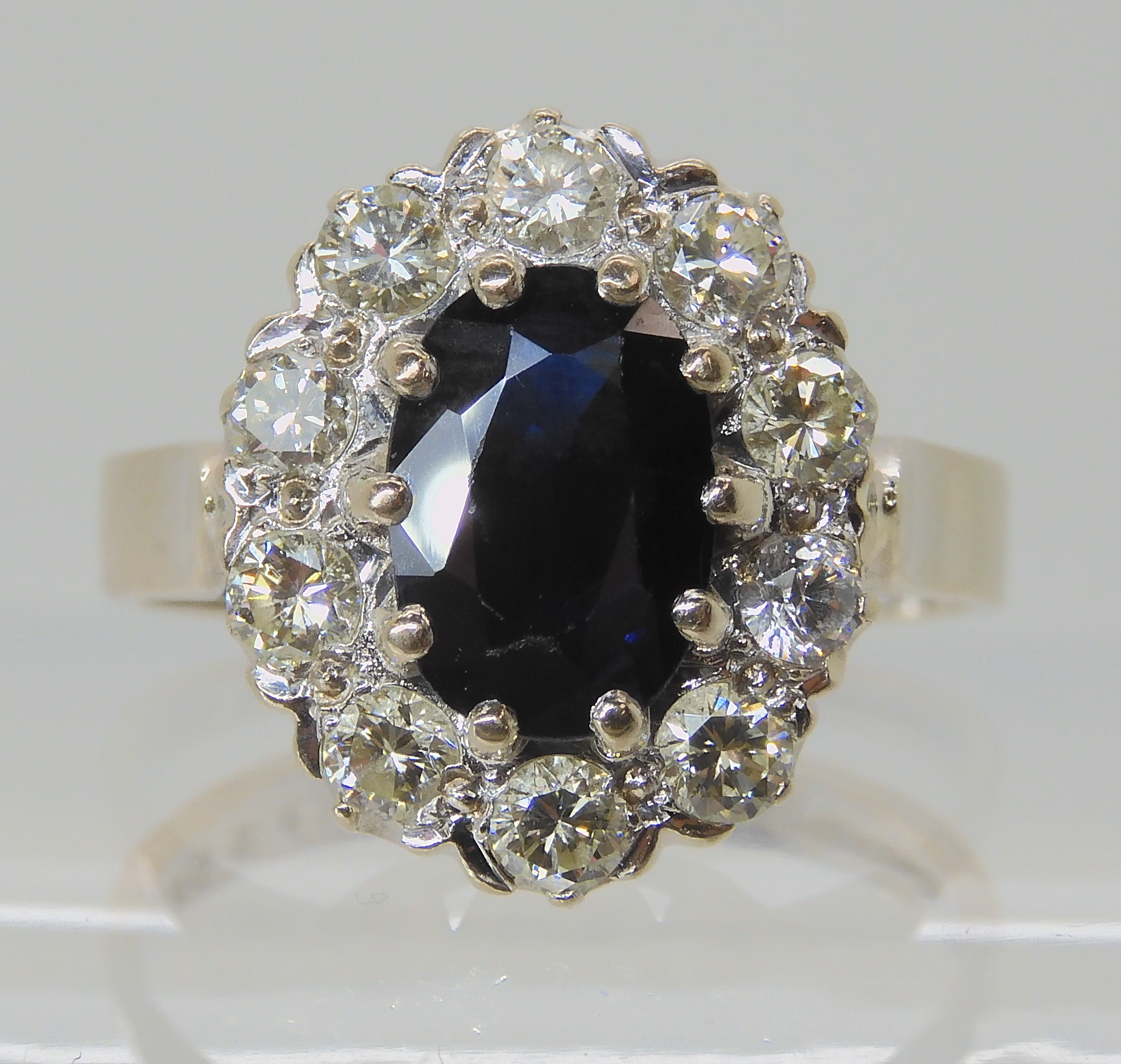 AN 18CT WHITE GOLD SAPPHIRE AND DIAMOND CLUSTER RING set with estimated approx 0.50cts of