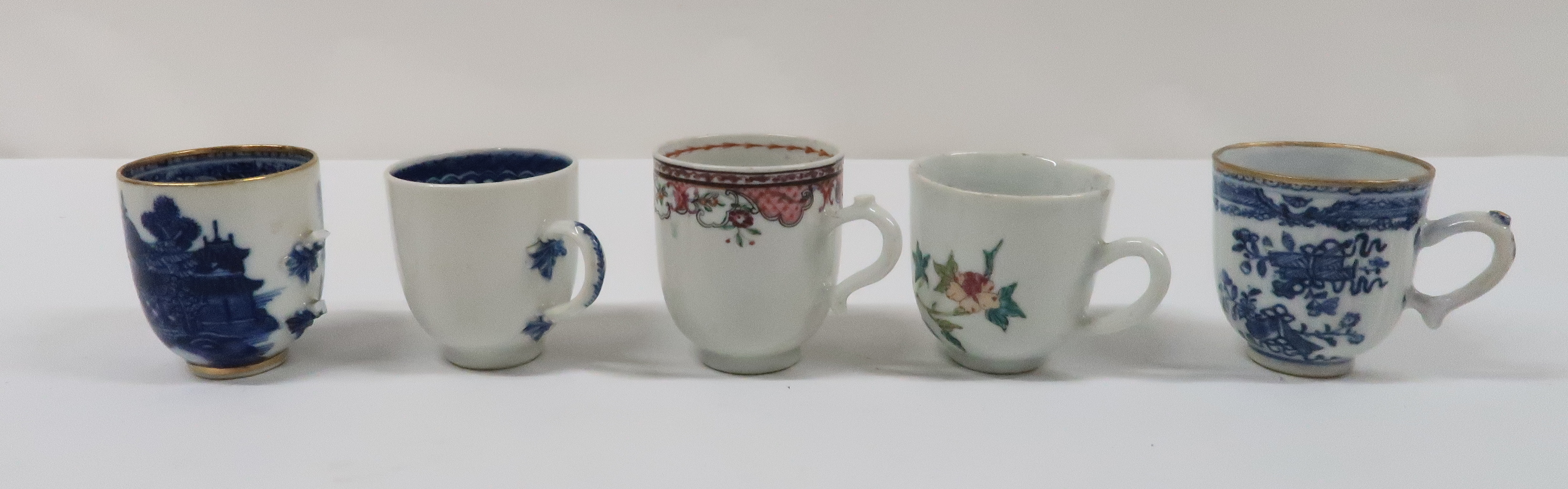 A COLLECTION OF CHINESE EXPORT TEAWARES and others including famille rose, Chien Lung, blue and - Image 12 of 22