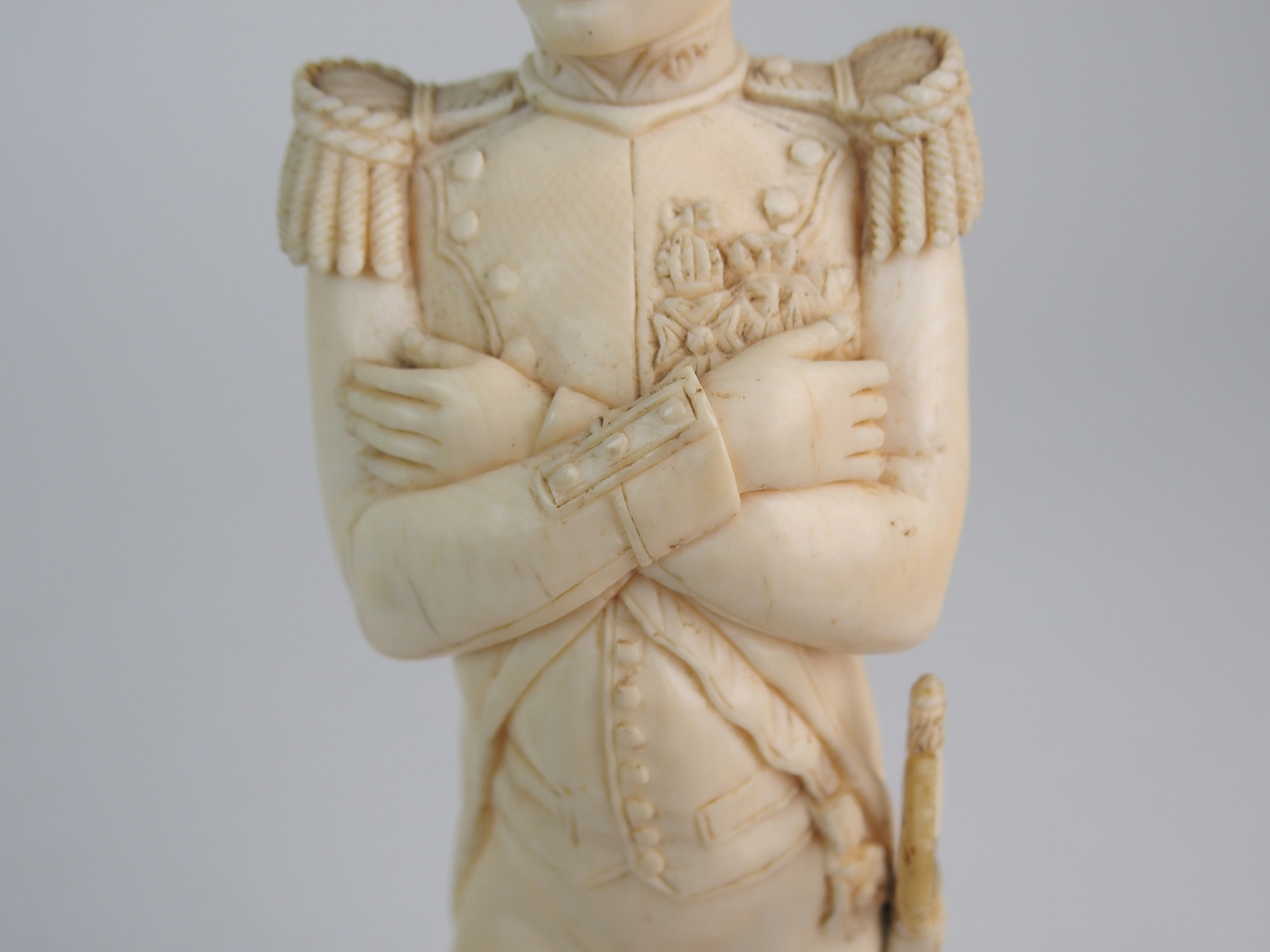 A LATE 19TH/EARLY 20TH CENTURY CARVED IVORY MODEL OF NAPOLEON in uniform with crossed arms, on - Image 4 of 9