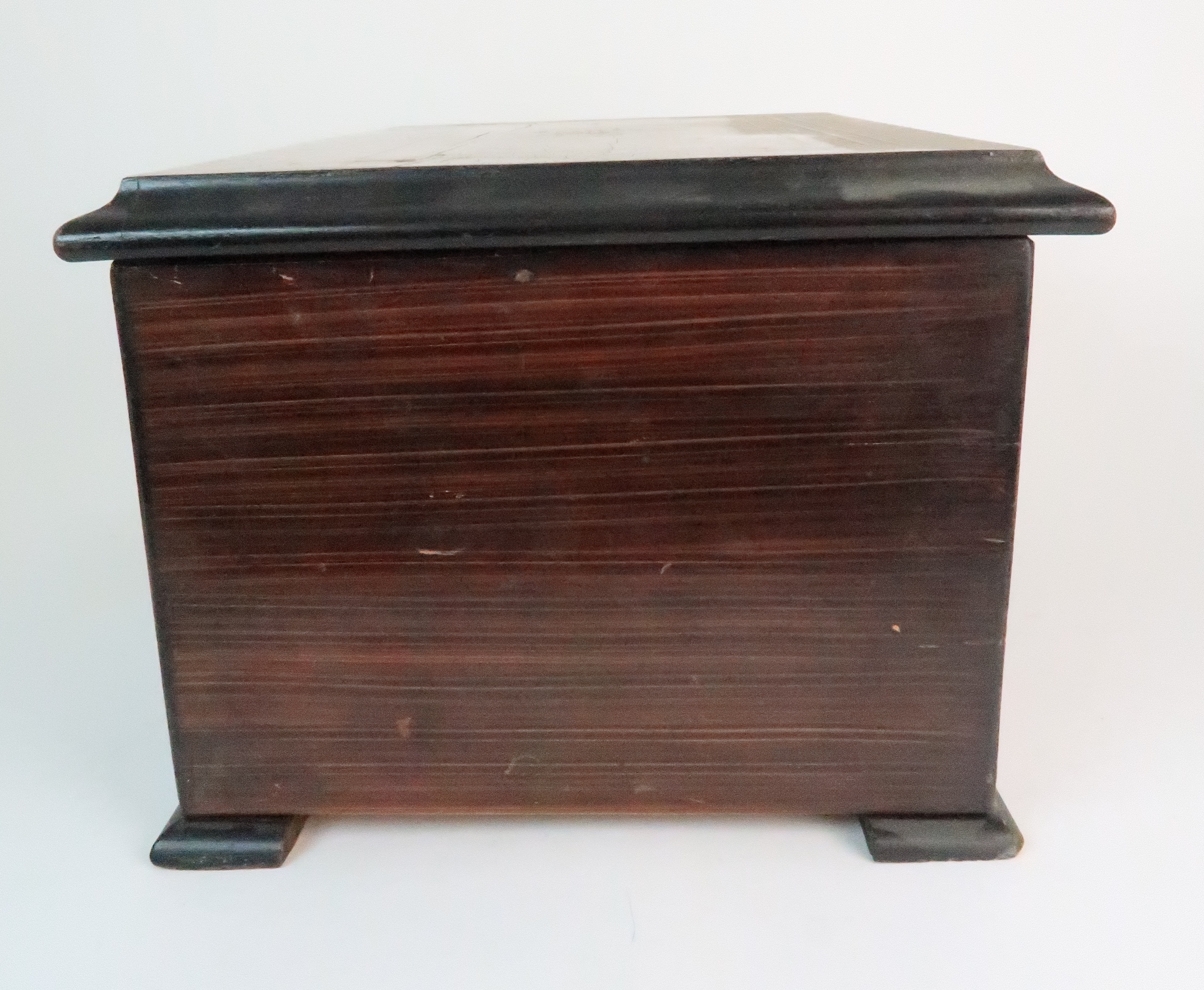 A LATE 19TH CENTURY INLAID MUSIC BOX with hinged lid, pinned list with three bells and butterfly - Image 9 of 9