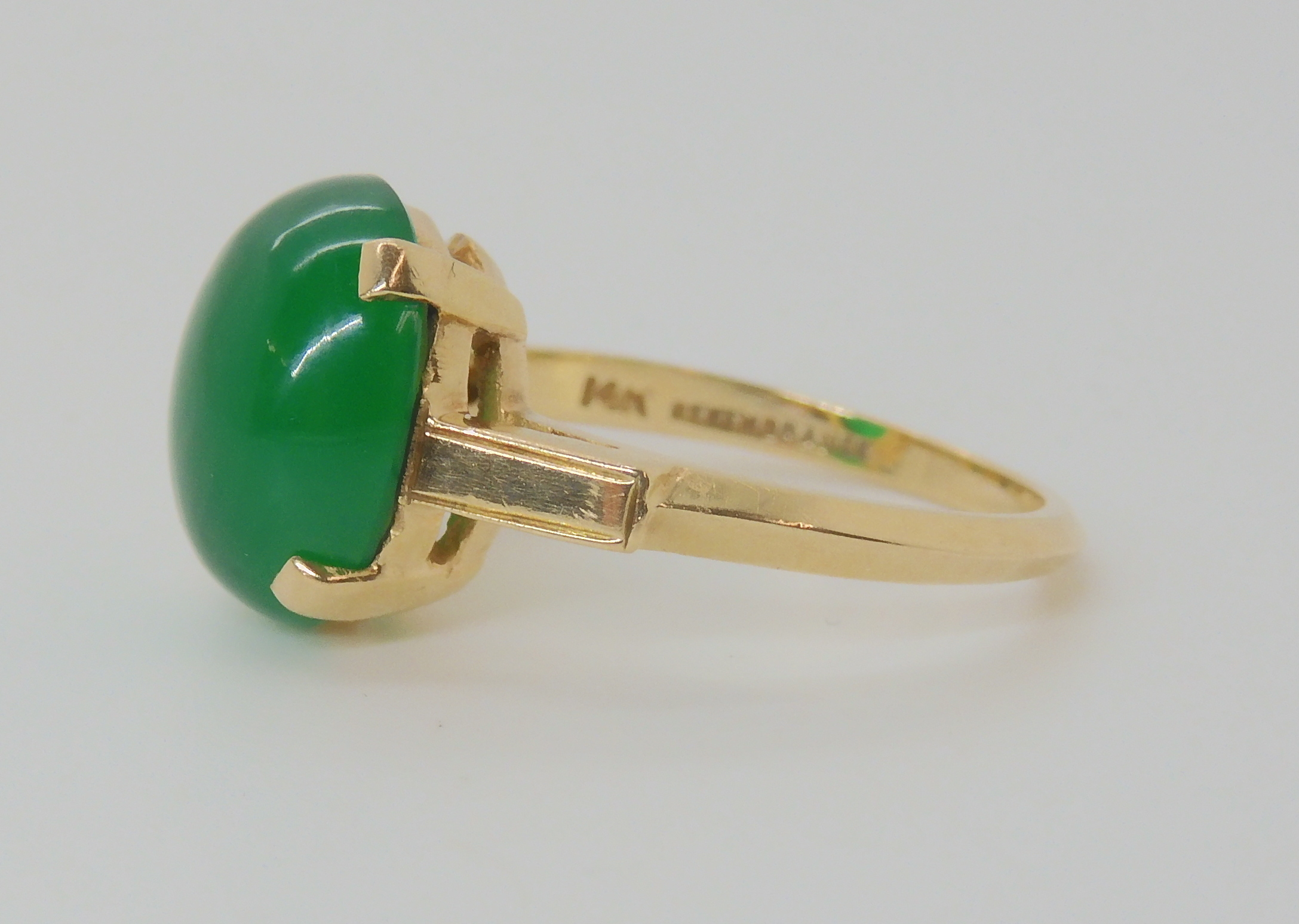 A 14K GREEN HARDSTONE SET RING Finger size M, weight 3.6gms Condition Report: Available upon - Image 3 of 3