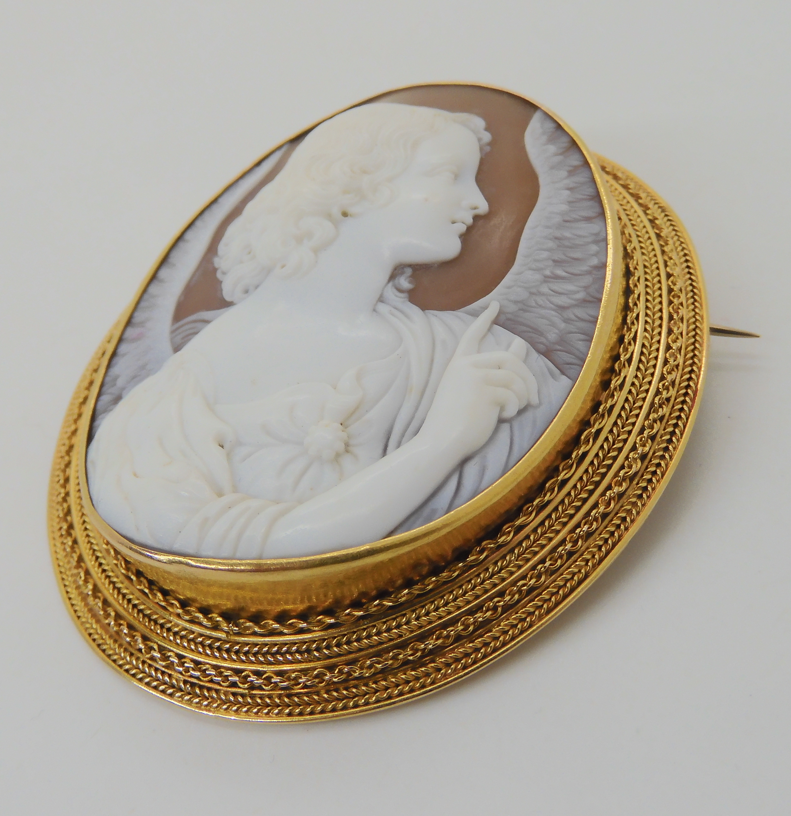 A LARGE FINE SHELL CAMEO OF AN ANGEL in a bright yellow metal rope wirework mount. Dimensions 6. - Image 2 of 6
