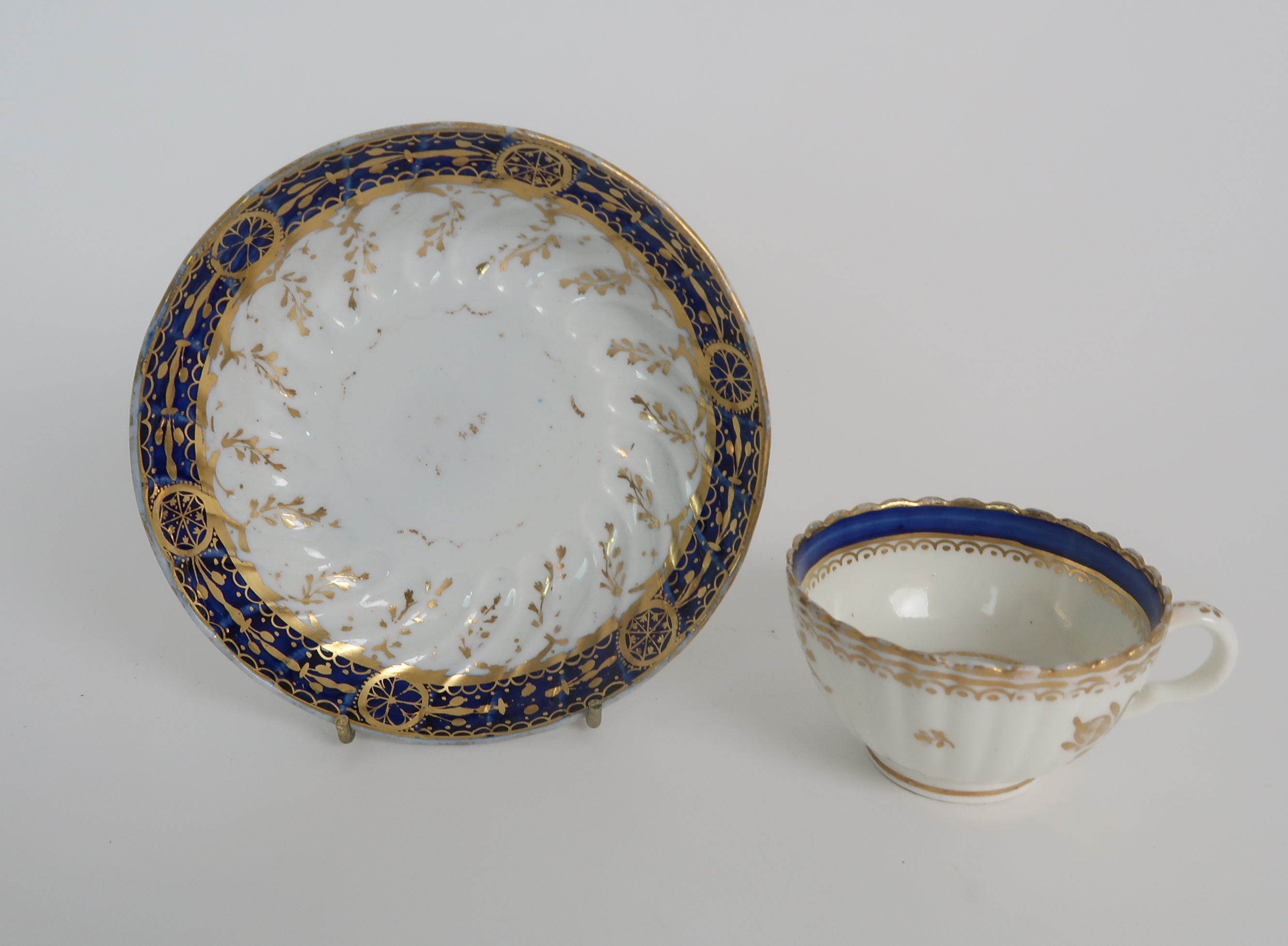 A COLLECTION OF 19TH CENTURY ENGLISH BLUE AND GILT DECORATED TEA AND COFFEE WARES including a - Image 21 of 23