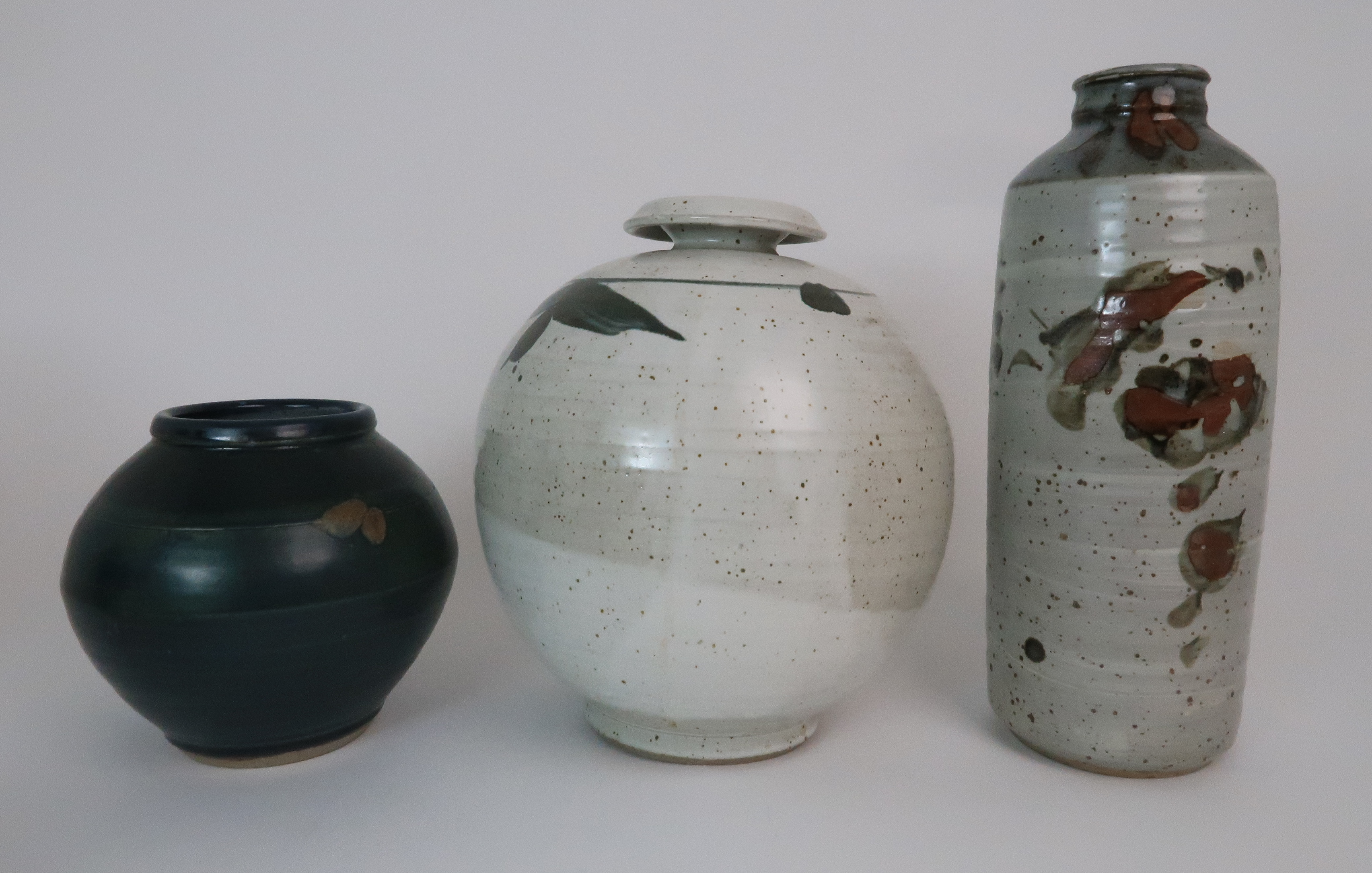 GEORGE SHANKS (1940-2000) - A COLLECTION OF STUDIO POTTERY including a glazed tall vase, 33cm - Image 3 of 15