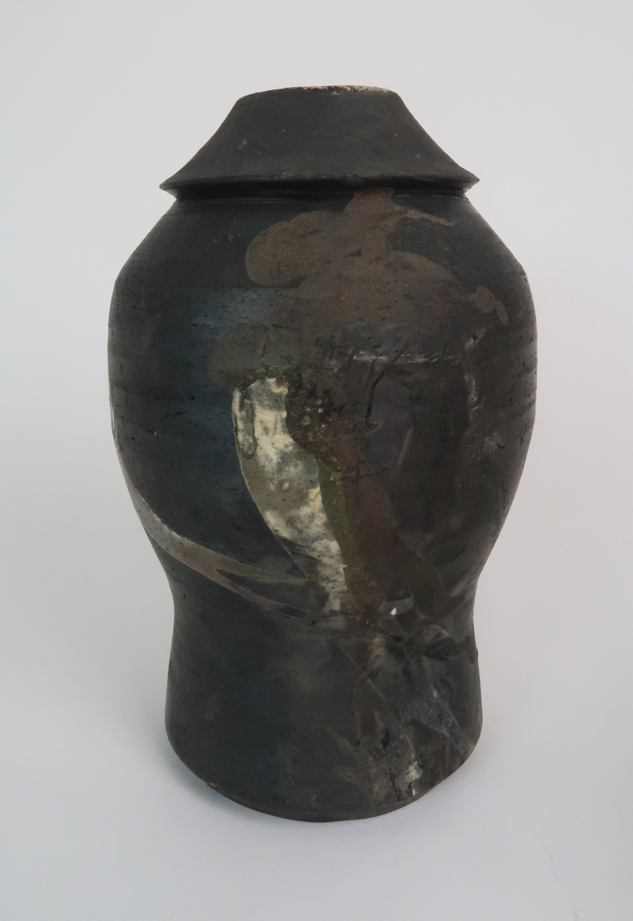 GEORGE SHANKS (1940-2000) - A COLLECTION OF STUDIO POTTERY including a glazed tall vase, 33cm - Image 11 of 15