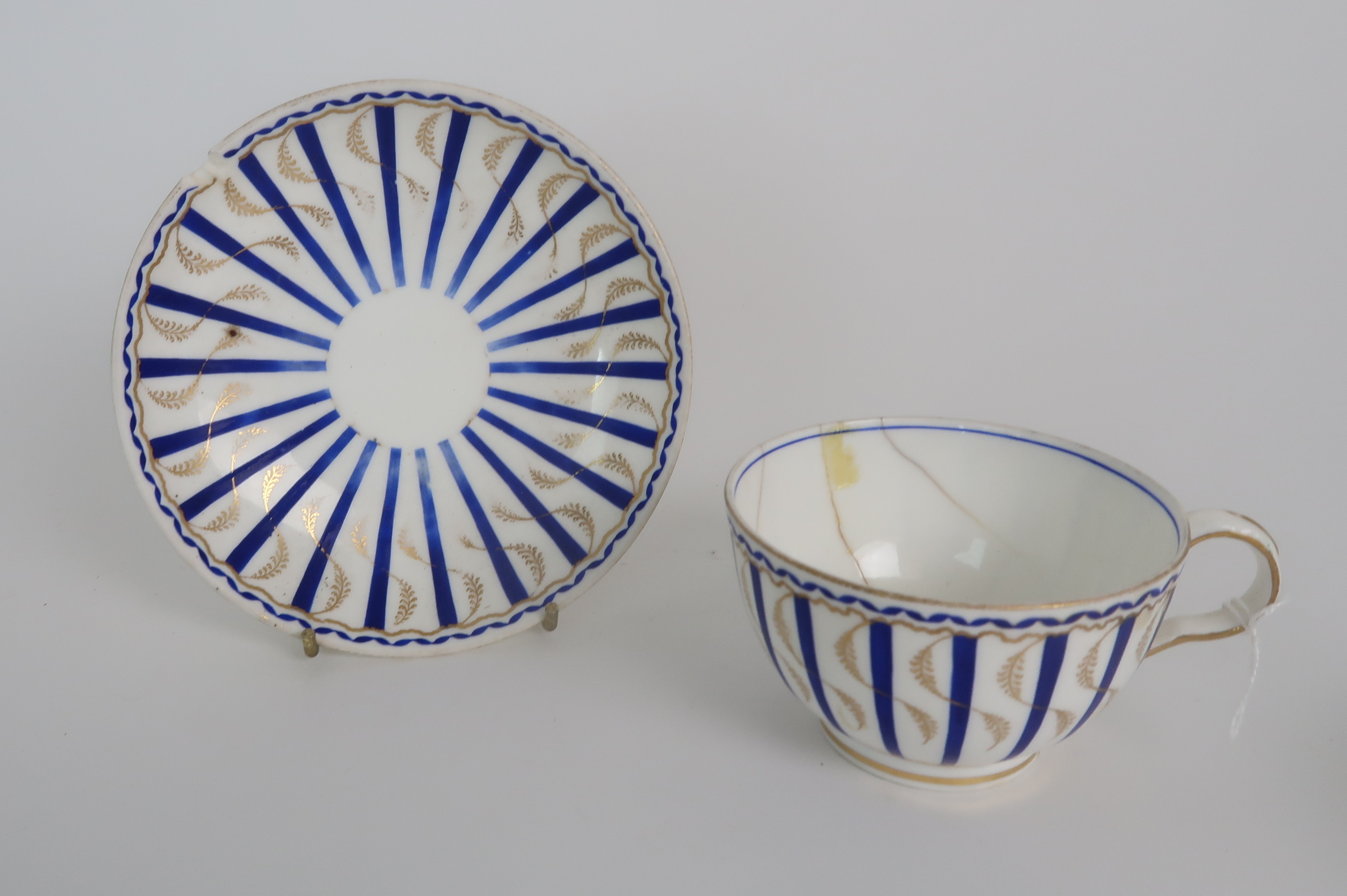 A COLLECTION OF 19TH CENTURY ENGLISH BLUE AND GILT DECORATED TEA AND COFFEE WARES including a - Image 22 of 23