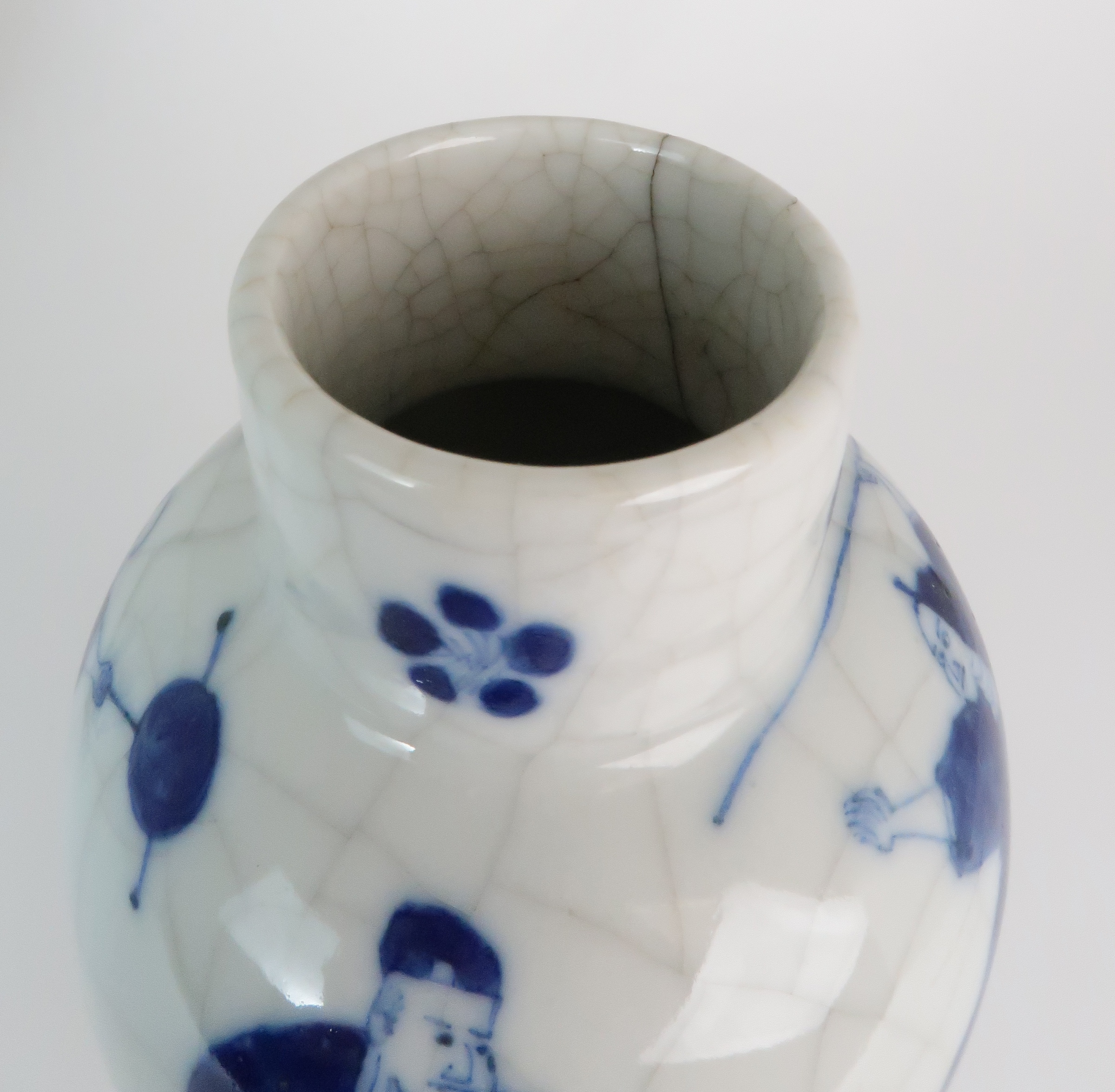 A CHINESE BLUE AND WHITE BALUSTER VASE AND COVER painted with numerous figures within foliate - Image 16 of 19