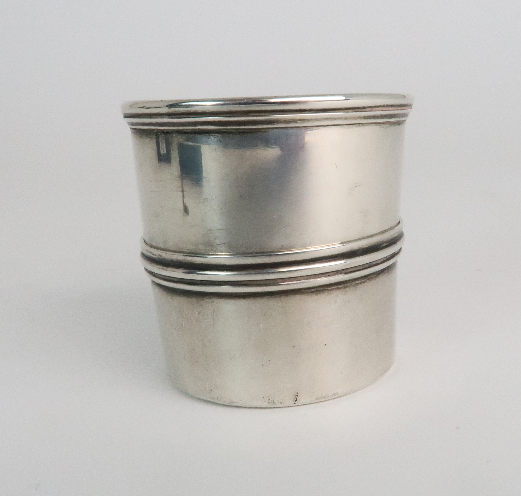 A VICTORIAN SILVER STIRRUP CUP by A G Whidhton Edinburgh 1855 4.5 cm dia. with a silver swizzle - Image 3 of 9