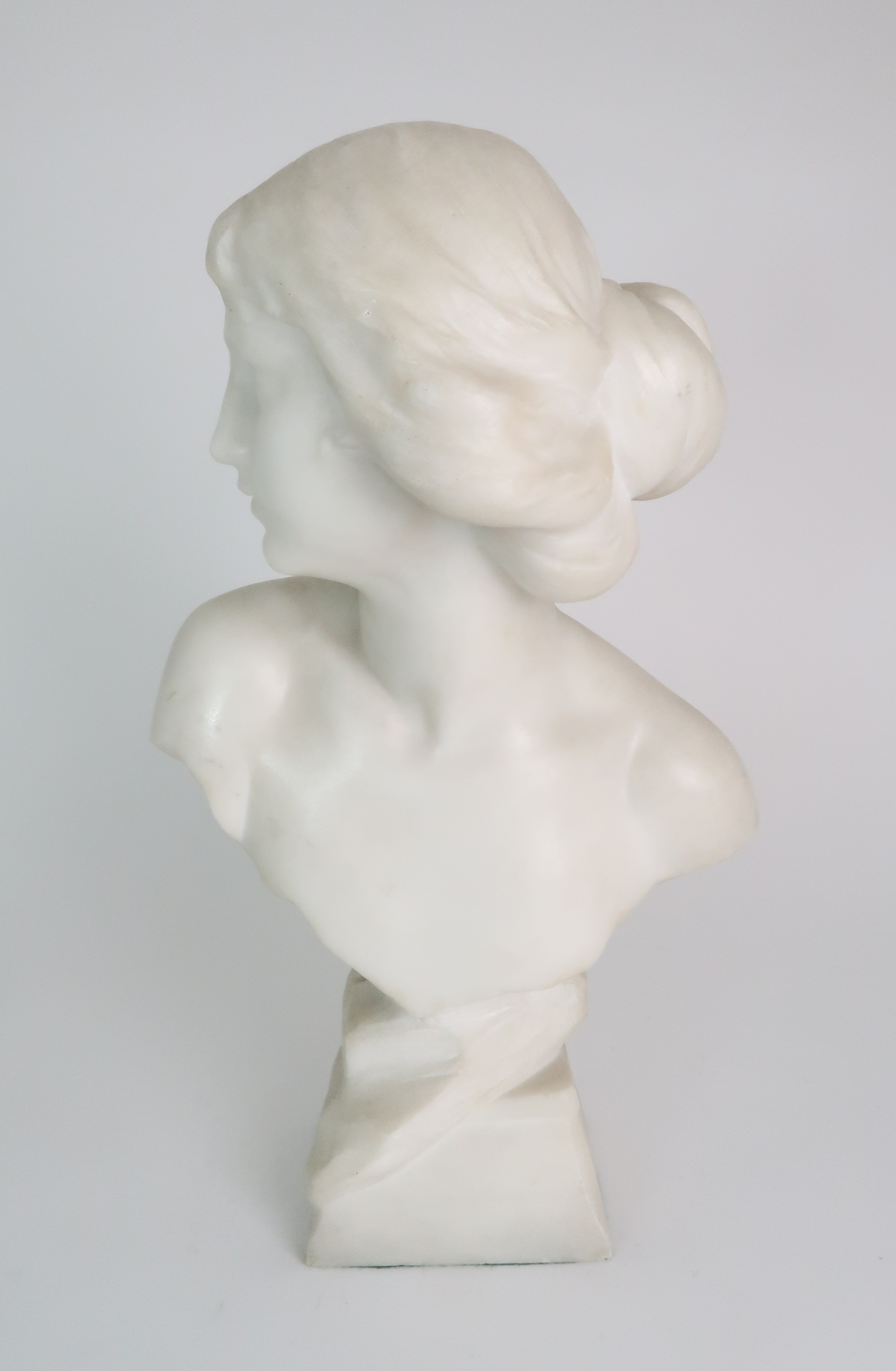 AN ALABASTER BUST OF A YOUNG WOMAN upon pedestal base, 39cm high Condition Report: Available upon - Image 2 of 6