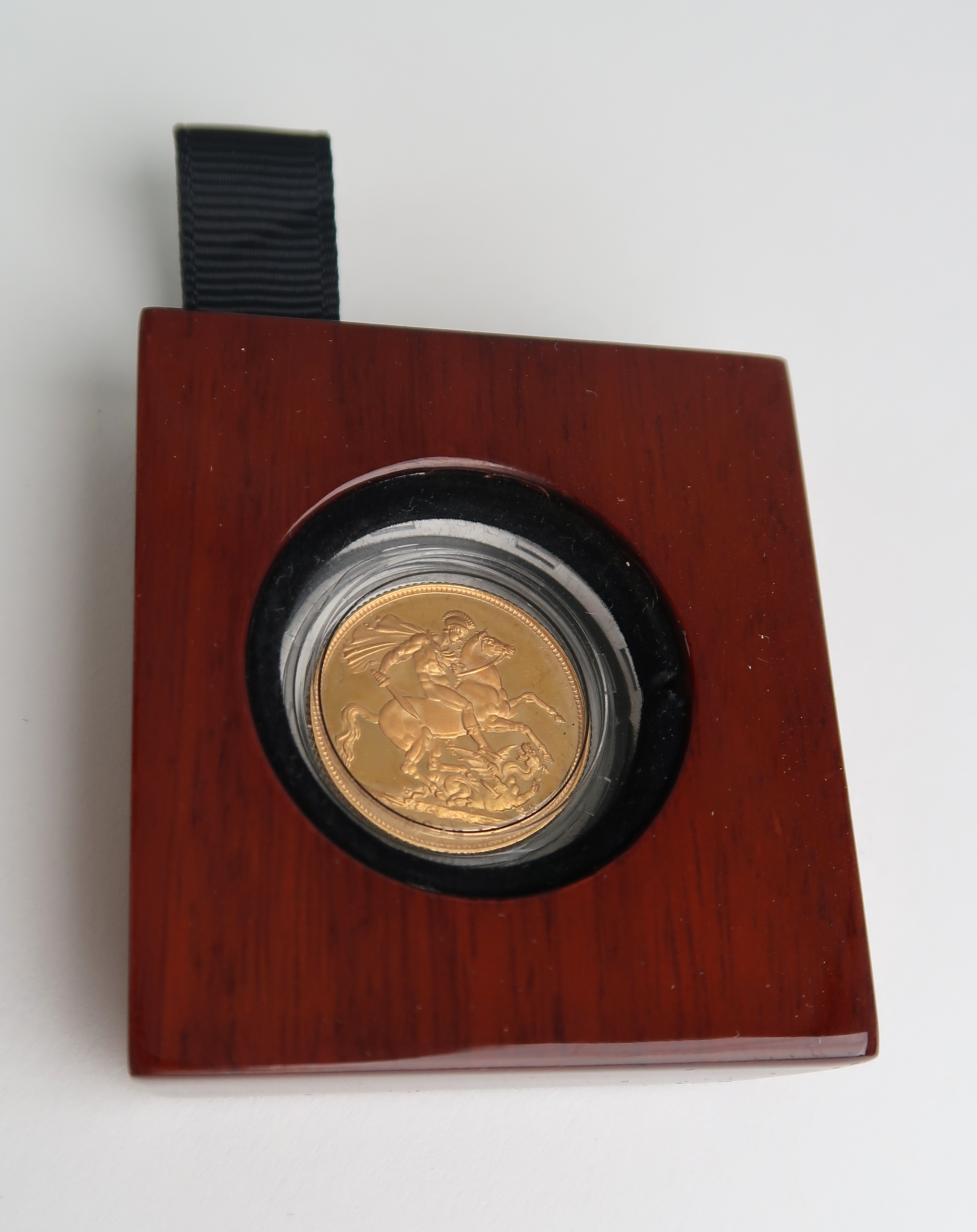 A CASED GOLD PROOF FULL SOVEREIGN 2015 Condition Report: Available upon request - Image 3 of 7