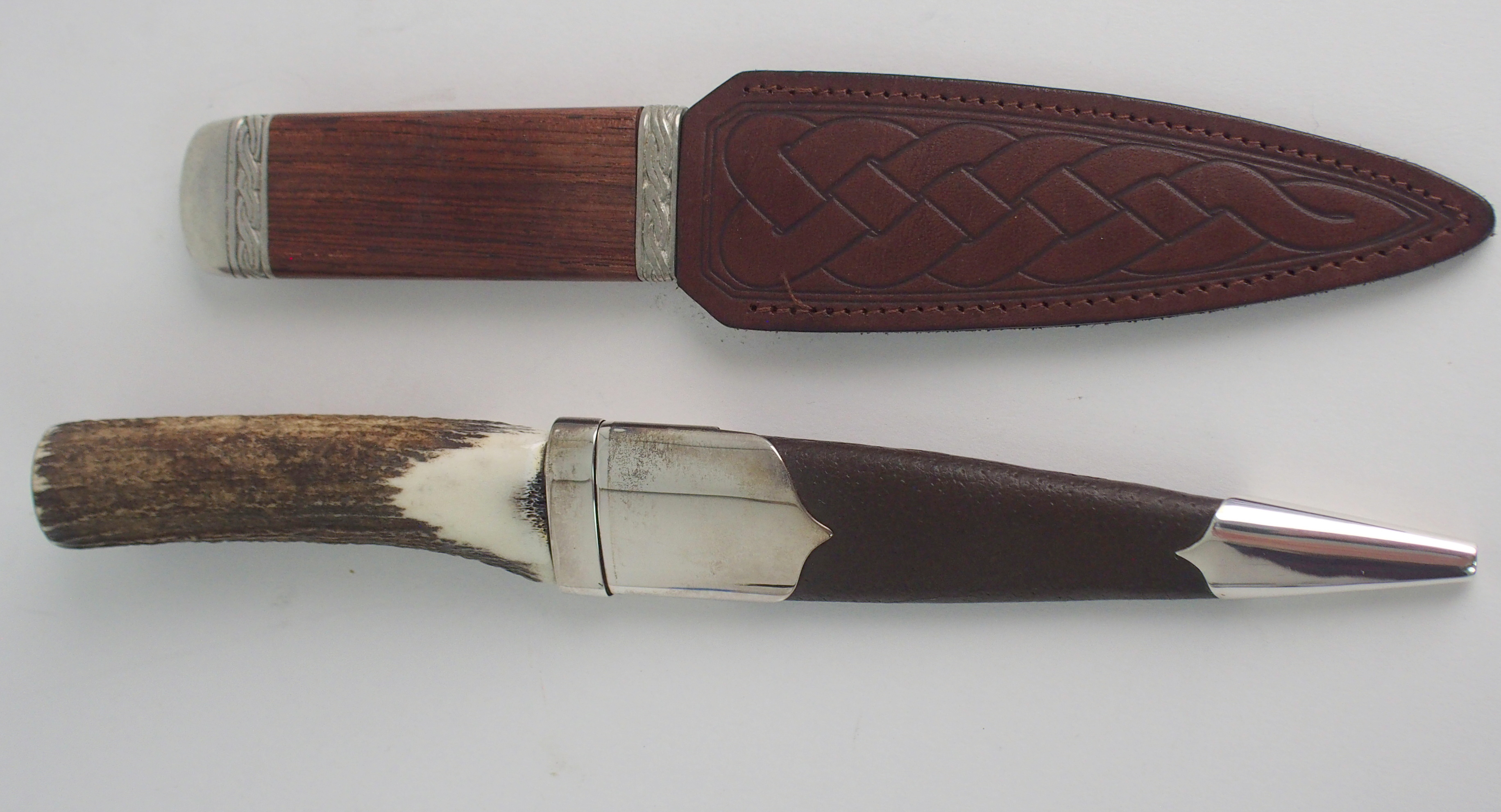 A SILVER-MOUNTED SGIAN DUBH BY HAMILTON & INCHES with brown goatskin scabbard and stag antler handle - Image 3 of 4