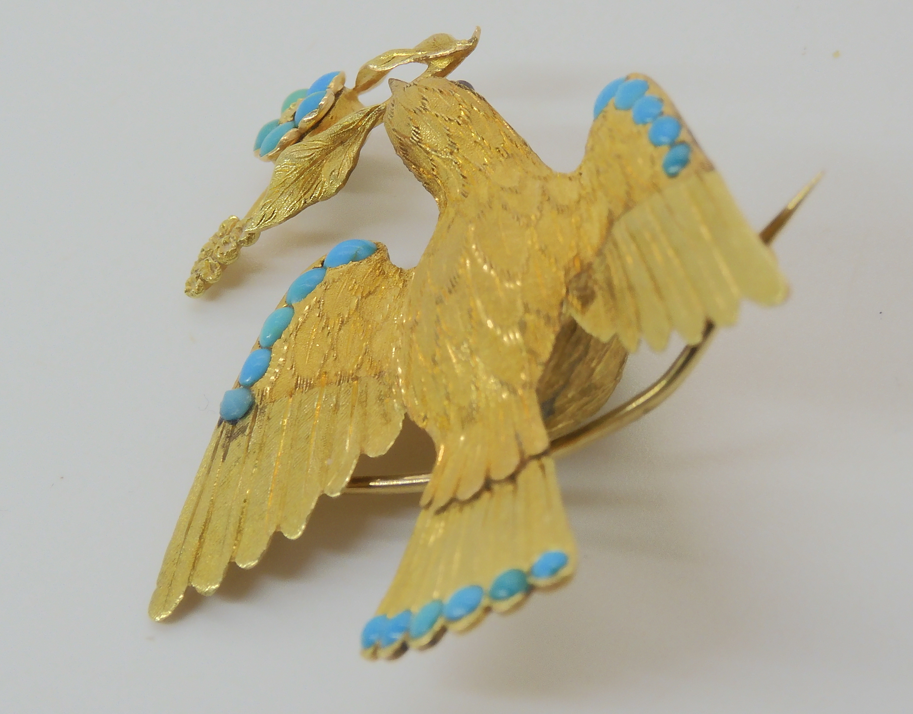 A VICTORIAN LOCKET BACK DOVE BROOCH SET WITH TURQUOISE craftsman made in yellow metal, with - Image 6 of 6