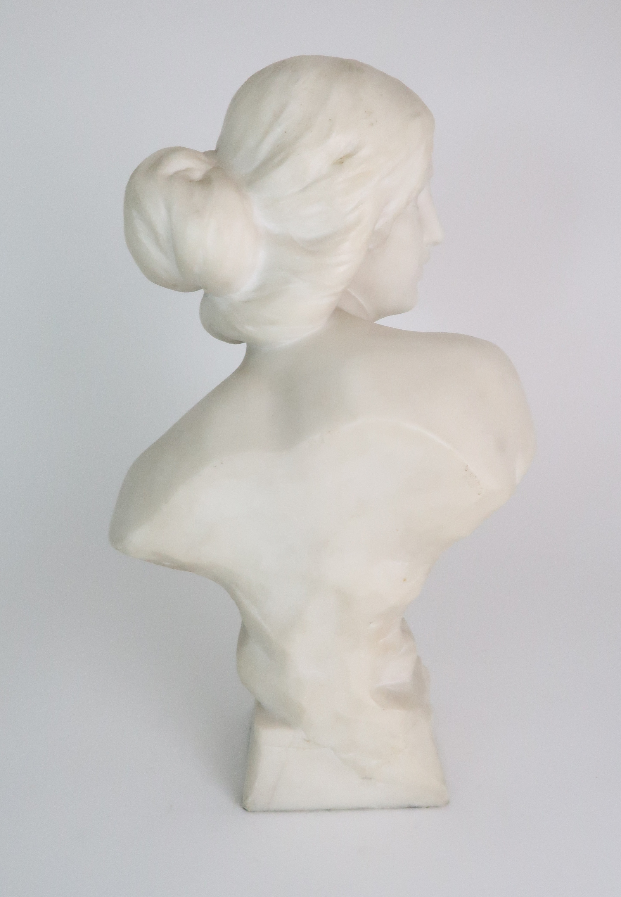 AN ALABASTER BUST OF A YOUNG WOMAN upon pedestal base, 39cm high Condition Report: Available upon - Image 4 of 6
