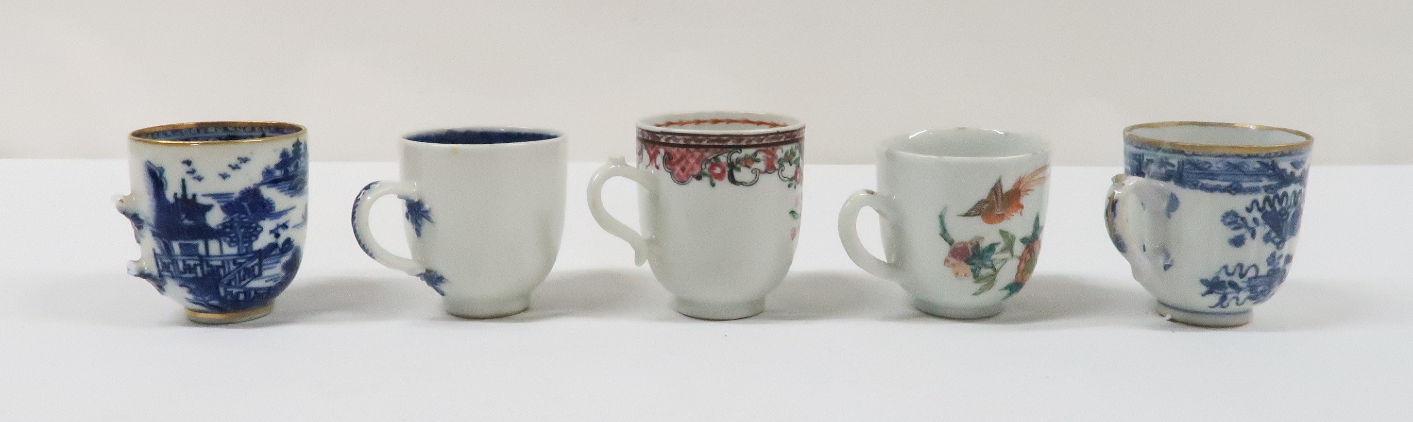 A COLLECTION OF CHINESE EXPORT TEAWARES and others including famille rose, Chien Lung, blue and - Image 13 of 22