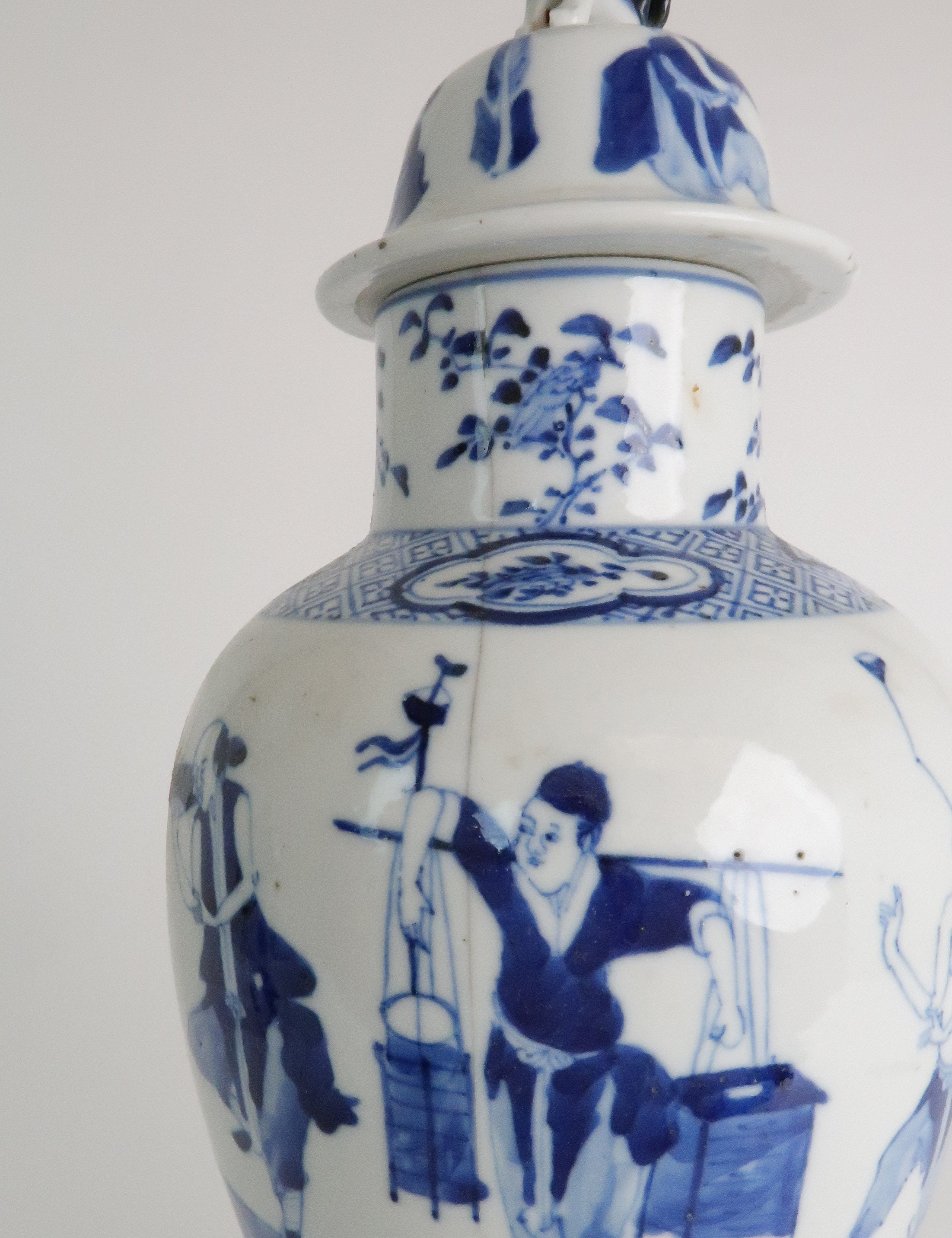 A CHINESE BLUE AND WHITE BALUSTER VASE AND COVER painted with numerous figures within foliate - Image 8 of 19
