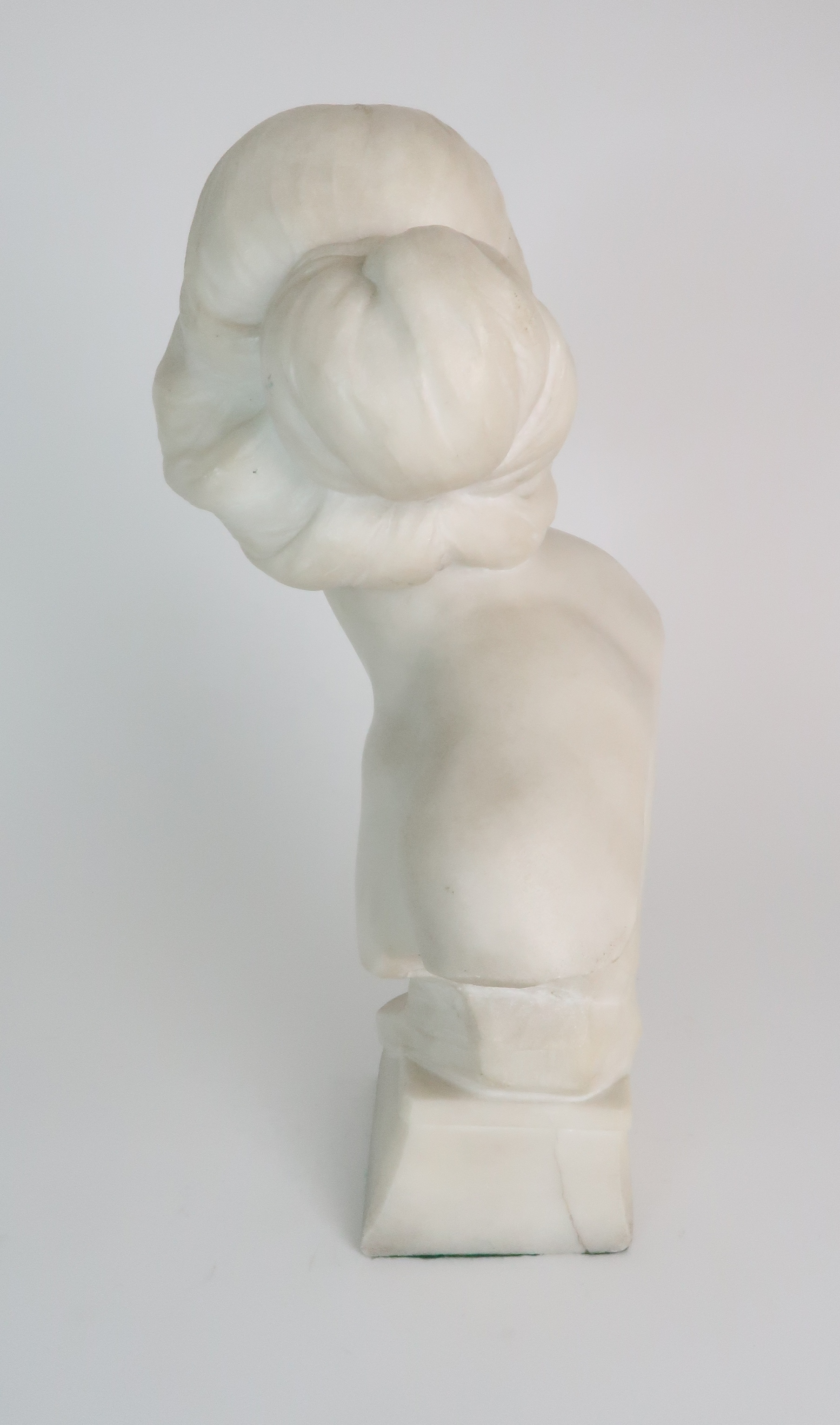 AN ALABASTER BUST OF A YOUNG WOMAN upon pedestal base, 39cm high Condition Report: Available upon - Image 3 of 6