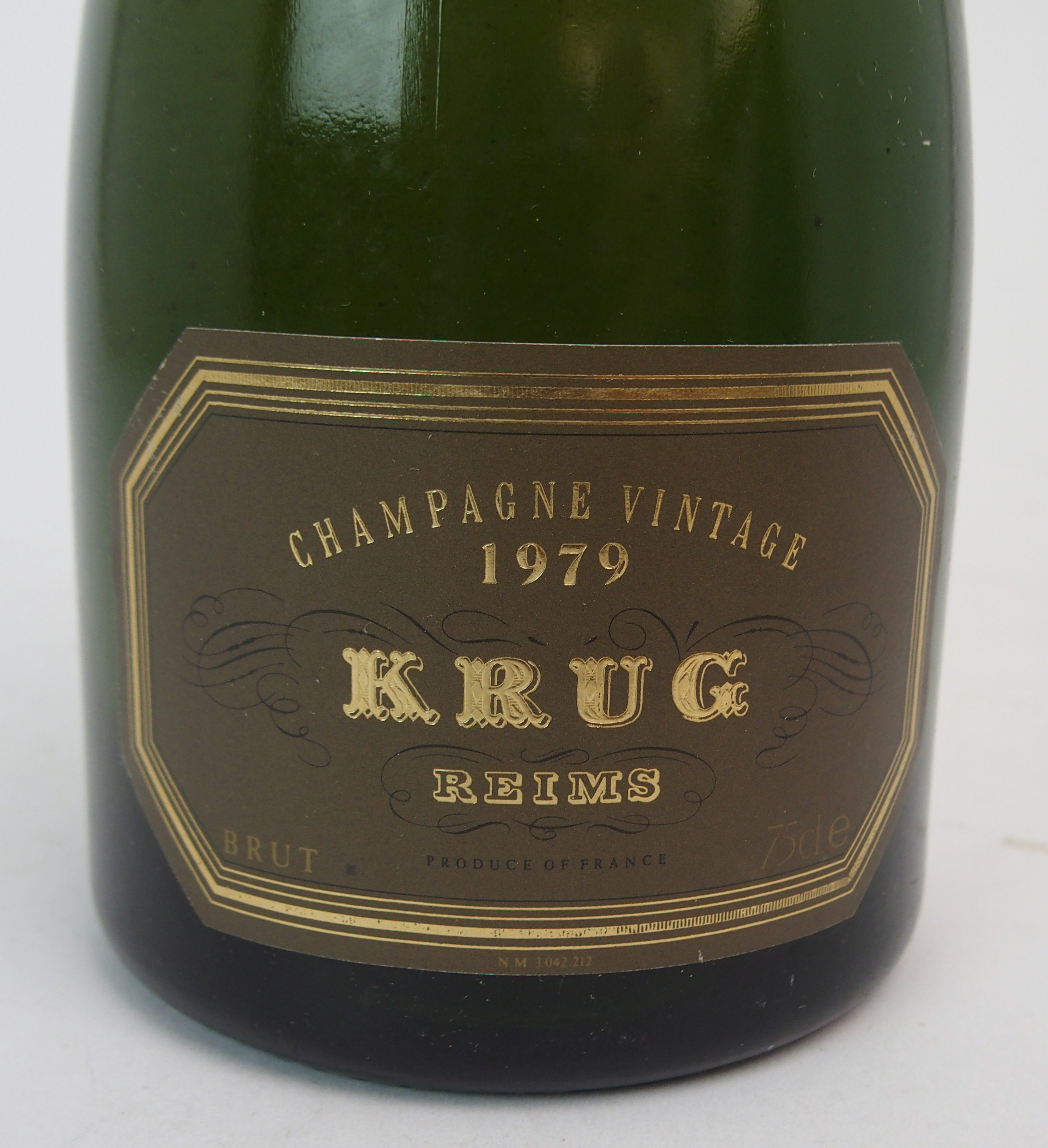 A BOTTLE OF KRUG VINTAGE CHAMPAGNE, 1979 75cl Condition Report: Available upon request - Image 2 of 2