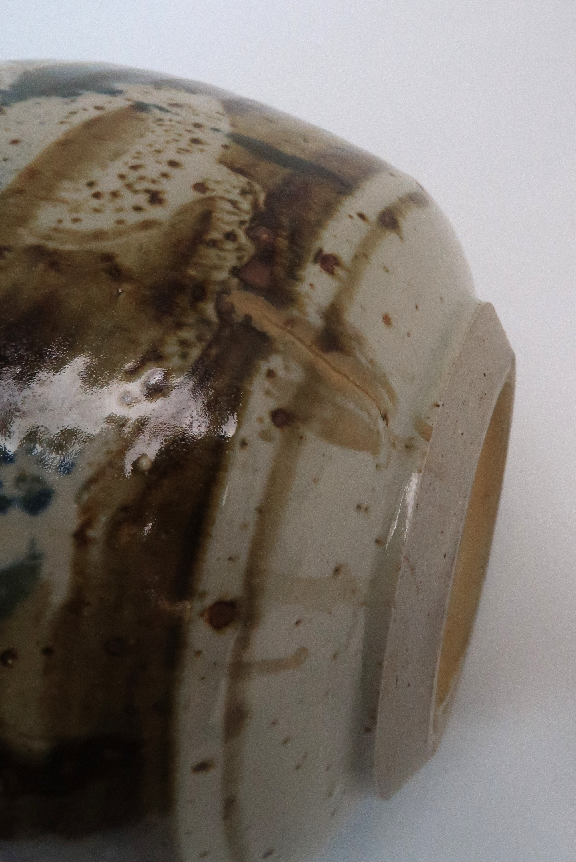GEORGE SHANKS (1940-2000) - A COLLECTION OF STUDIO POTTERY including a glazed tall vase, 33cm - Image 10 of 15