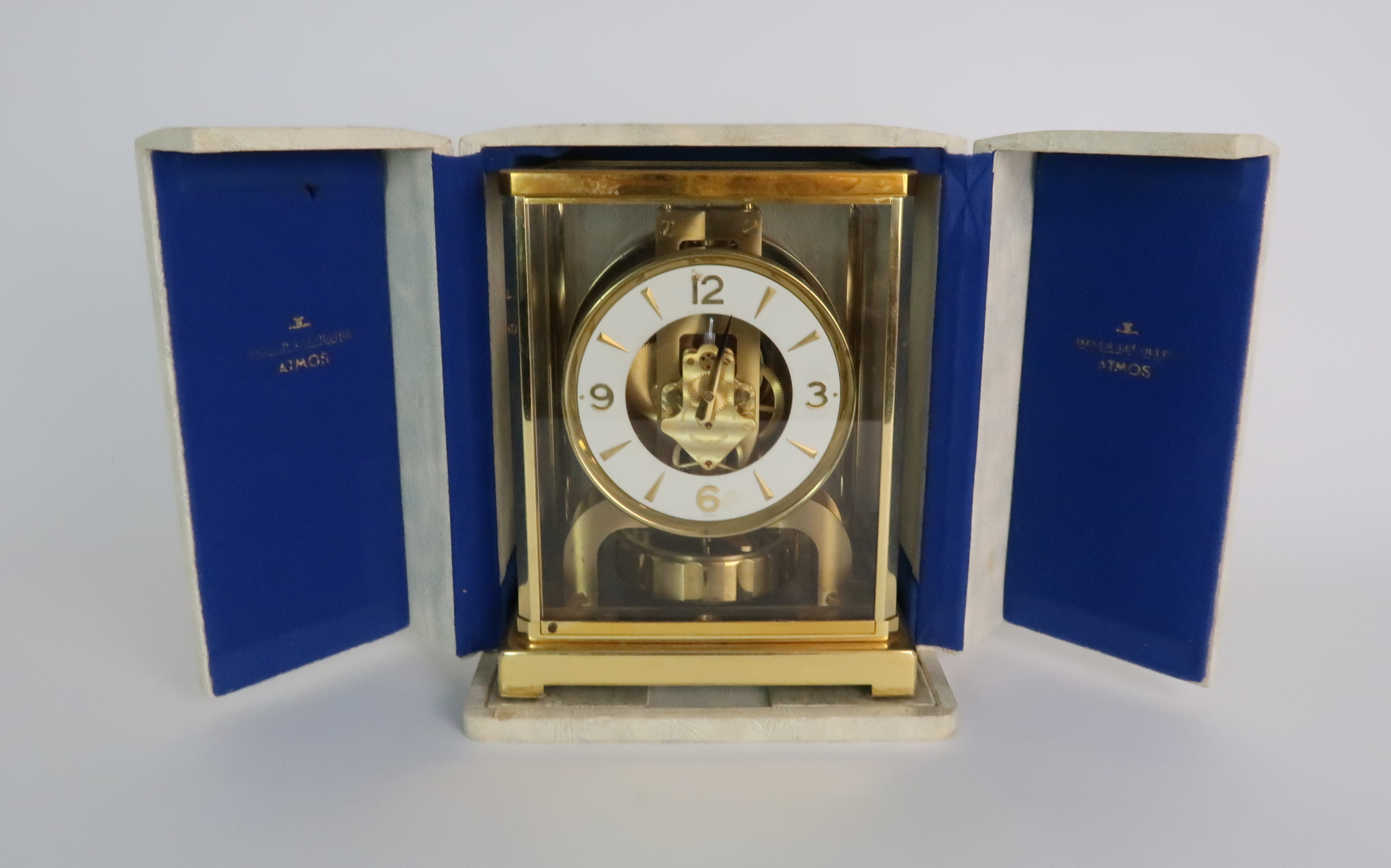 A JAEGER LE COULTRE ATMOS CLOCK in glazed brass case, the white enamel chapter ring with applied - Image 7 of 8
