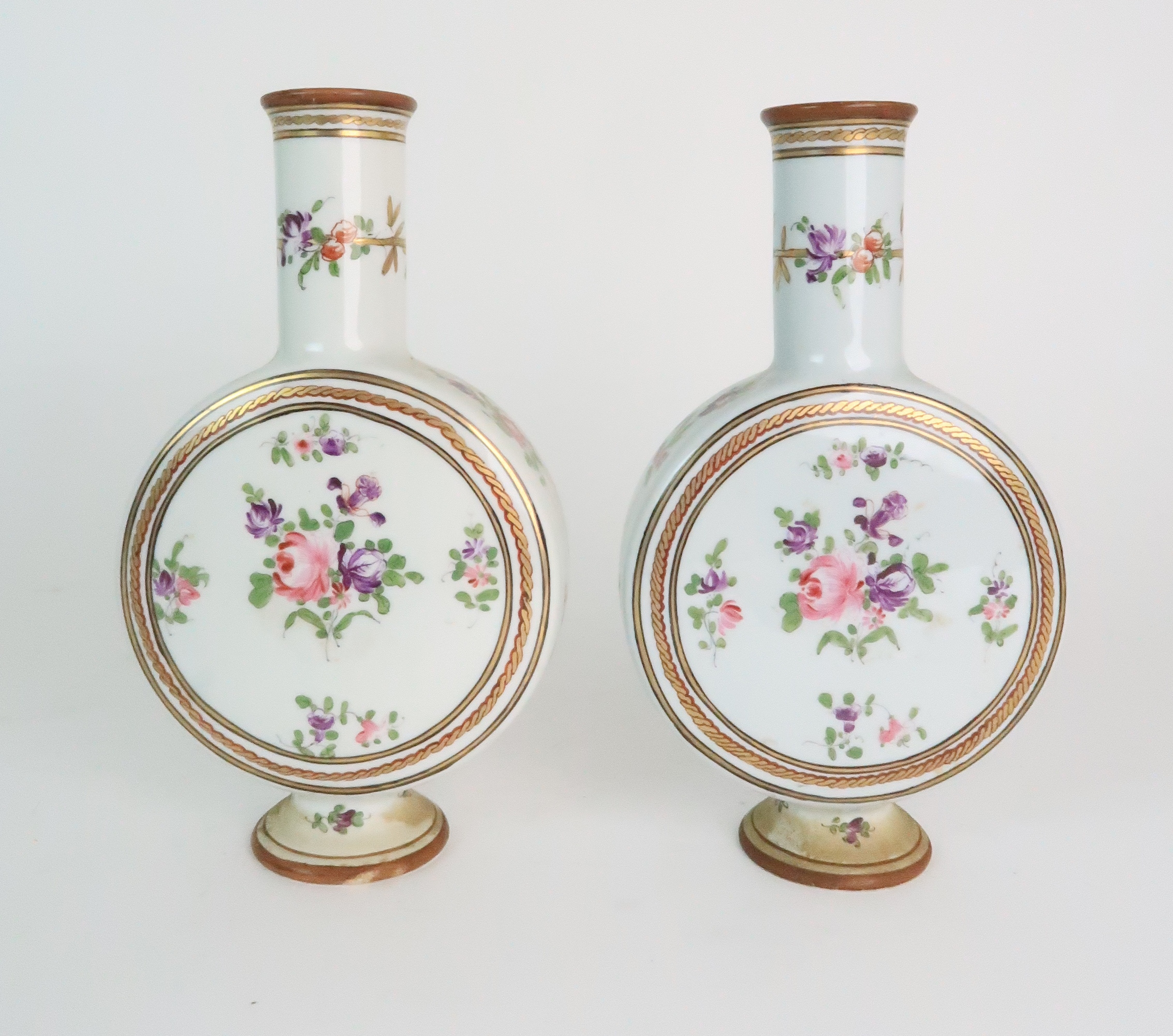 A PAIR OF CONTINENTAL PORCELAIN URNS each decorated with strings of flowers and gilt dot and dash - Image 16 of 16