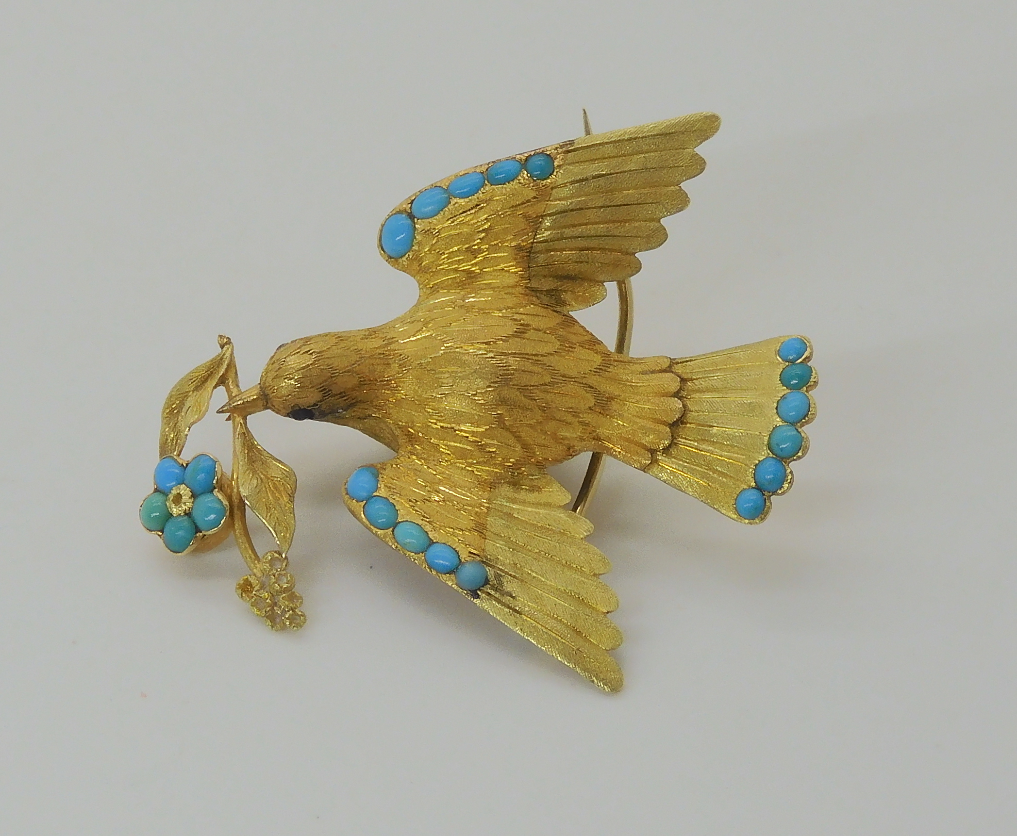 A VICTORIAN LOCKET BACK DOVE BROOCH SET WITH TURQUOISE craftsman made in yellow metal, with - Image 2 of 6