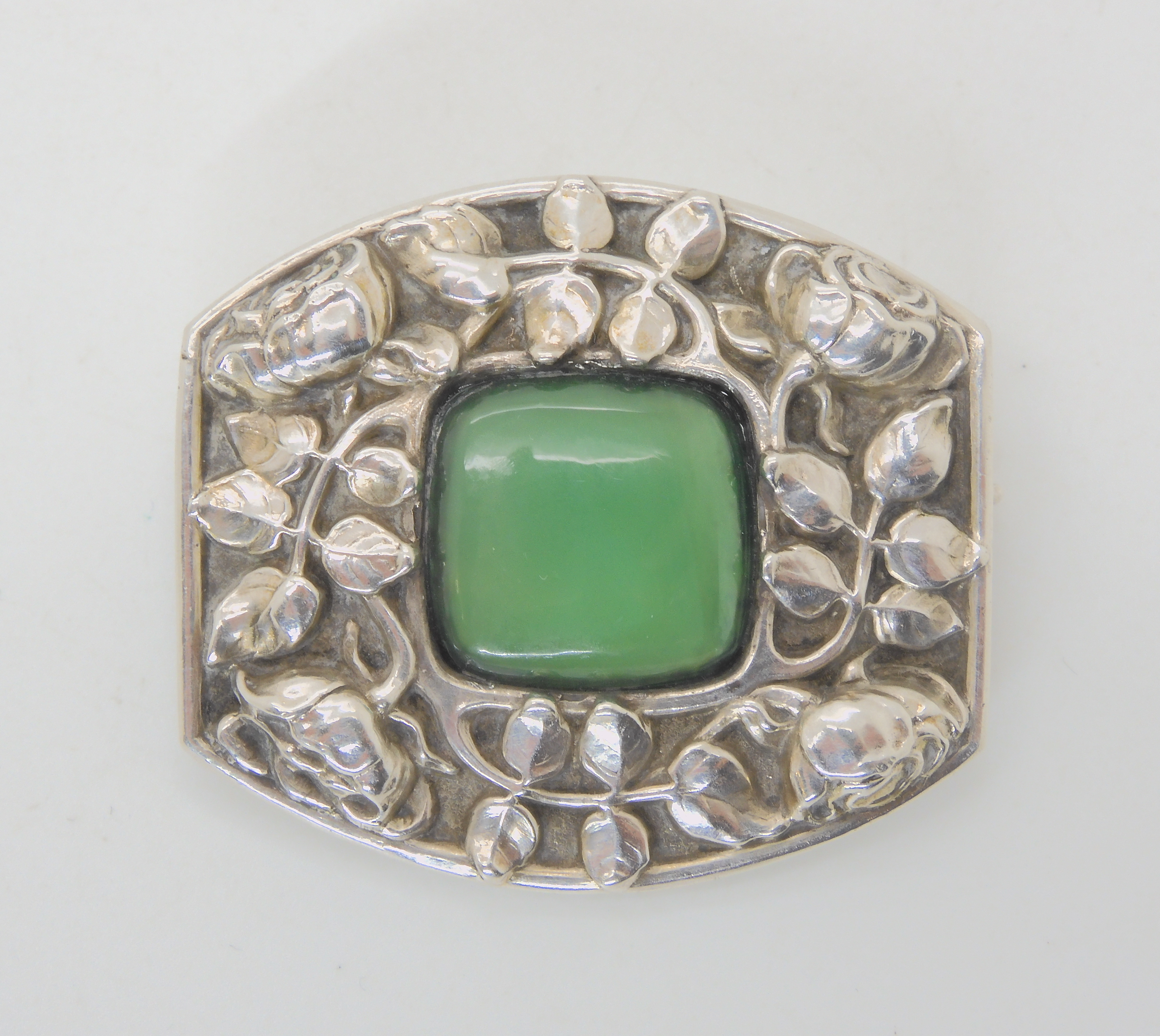 AN ART NOUVEAU BROOCH ATTIBUTED TO MAYER OF PFORZHEIM embossed with with jugendstil roses and set