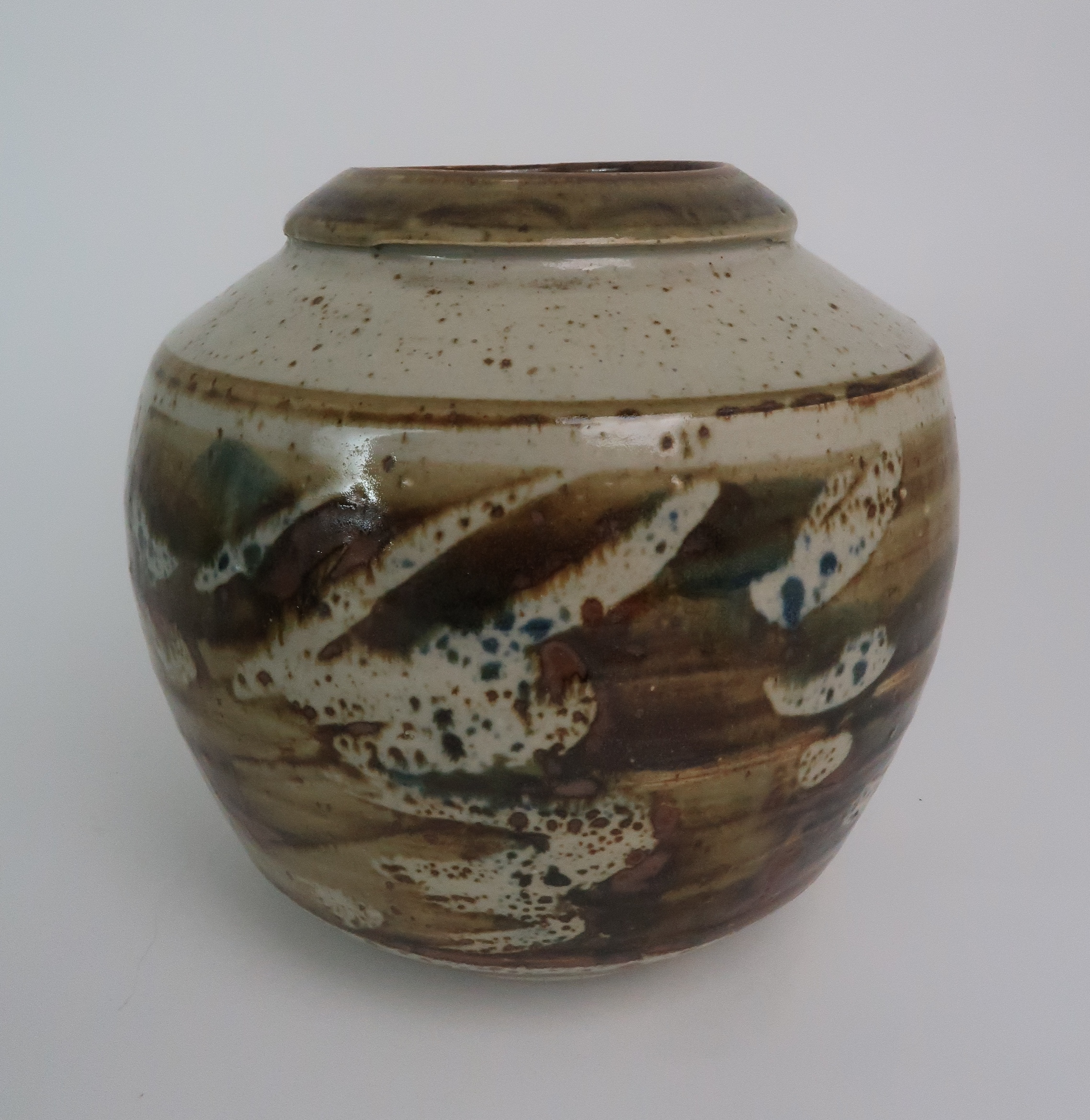 GEORGE SHANKS (1940-2000) - A COLLECTION OF STUDIO POTTERY including a glazed tall vase, 33cm - Image 9 of 15