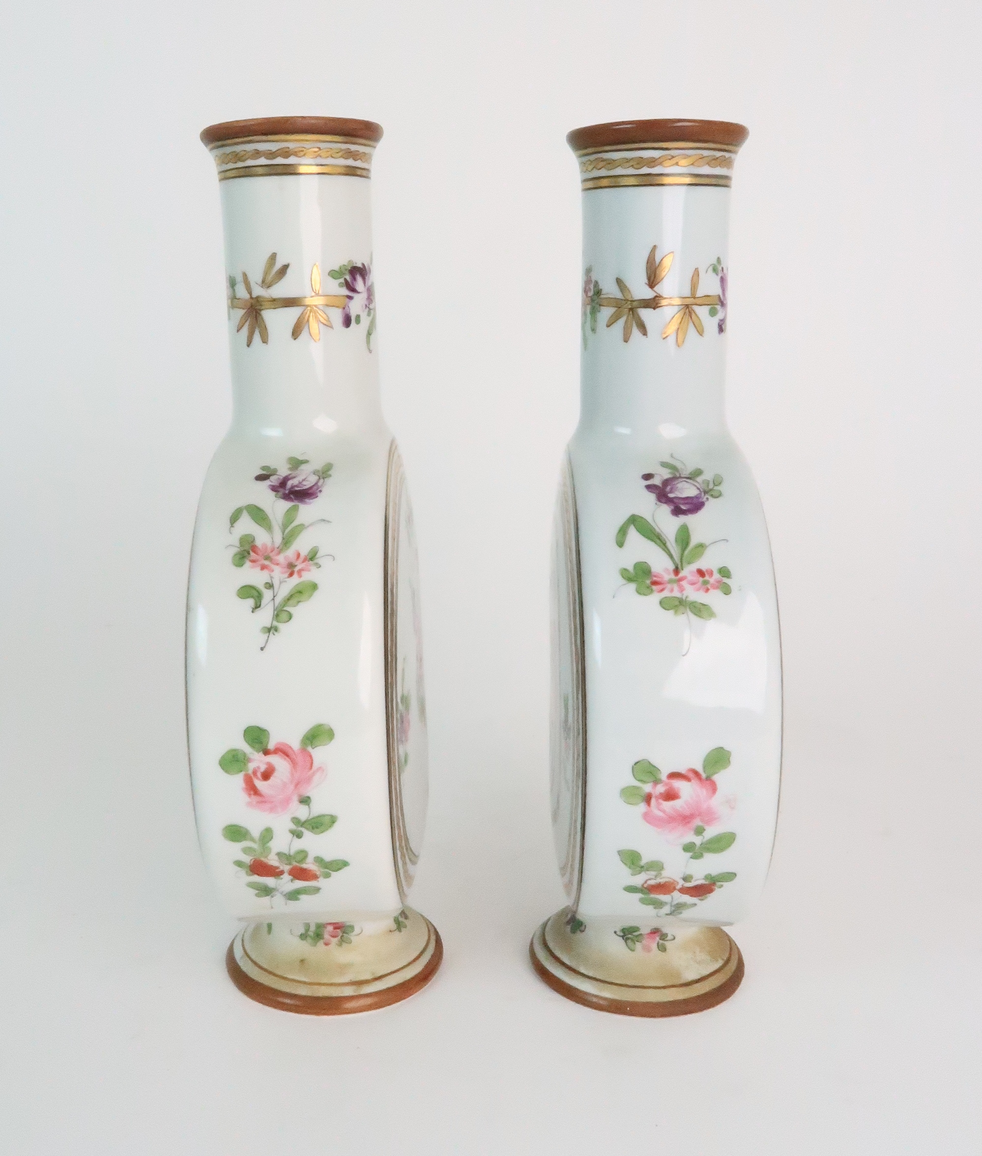A PAIR OF CONTINENTAL PORCELAIN URNS each decorated with strings of flowers and gilt dot and dash - Image 15 of 16